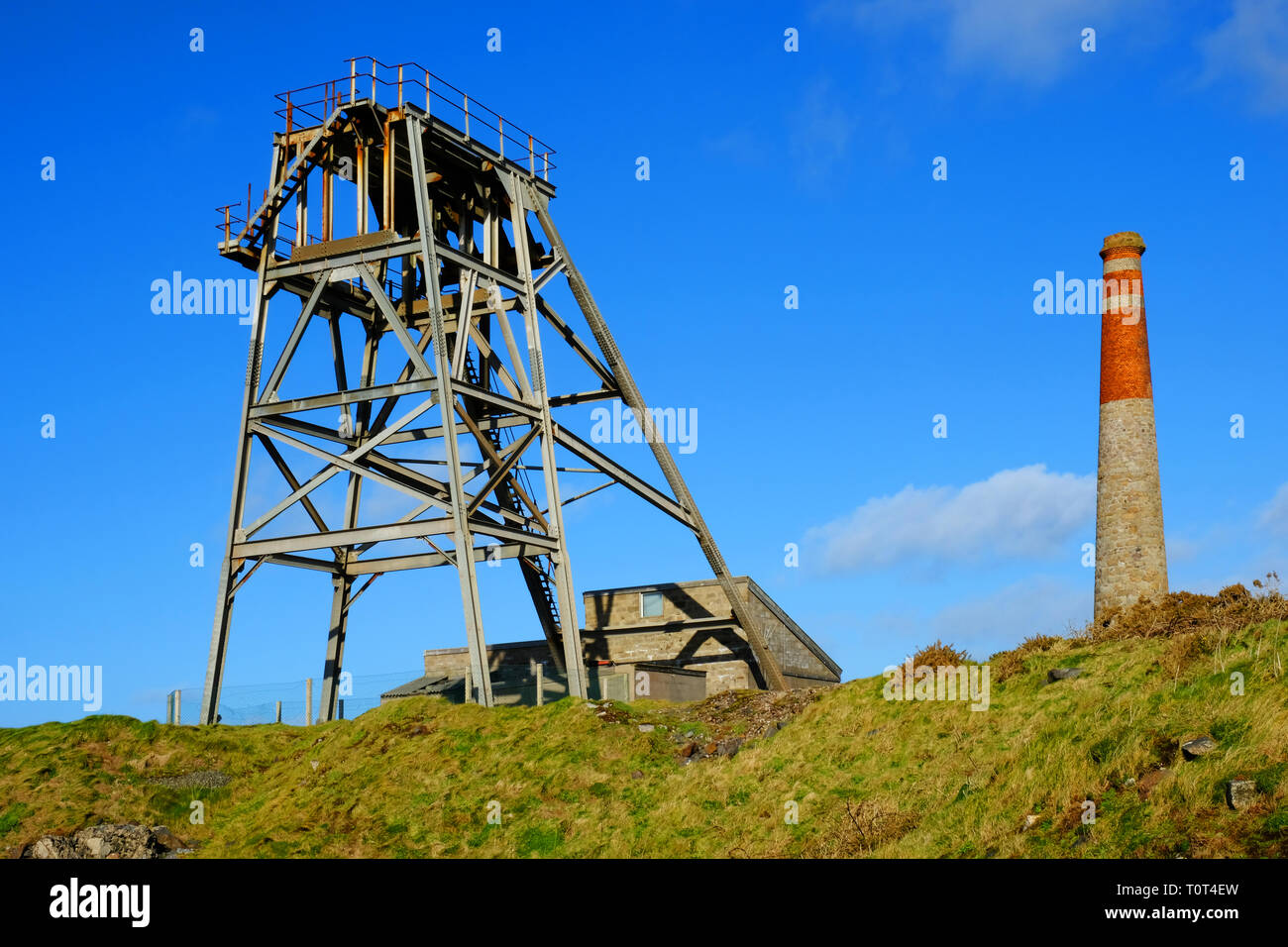 Steel gantry and headgear of a now disused Cornish tin mine - John Gollop - Stock Image