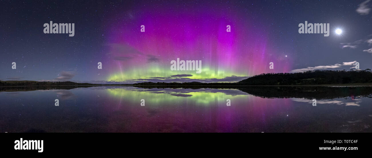 Aurora Australis or Southern Lights spectacularly bright and colourful  display - Stock Image