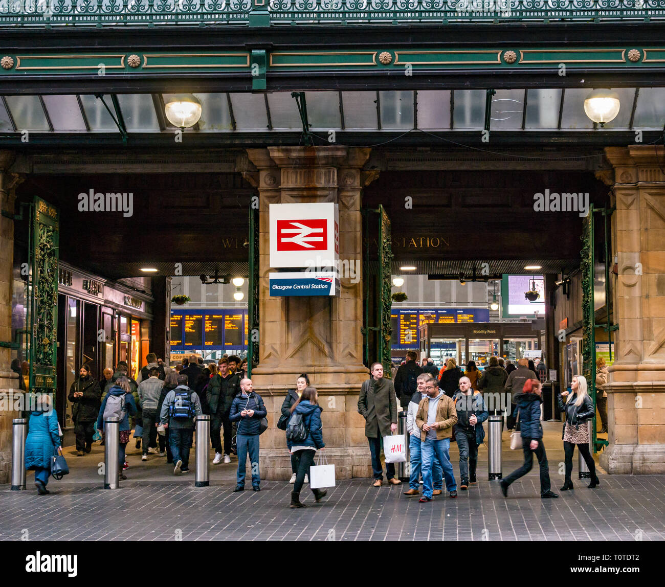Commuters walking by Victorian entrance of Glasgow Central Station, Scotland, UK - Stock Image