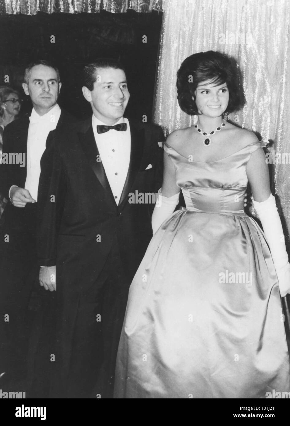 people, society, High Society, married couple Eric and Stephanie Laye Javits at a ball, New York City, 1962, Additional-Rights-Clearance-Info-Not-Available - Stock Image