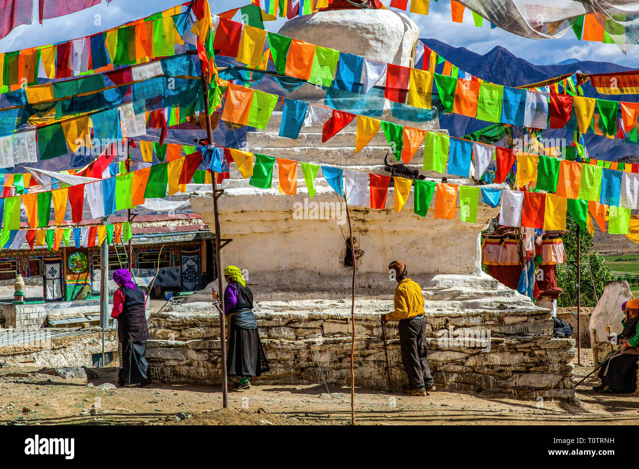Stupa and prayerflags in a small mountain village below Ganden monastery, Tibe, China. - Stock Image
