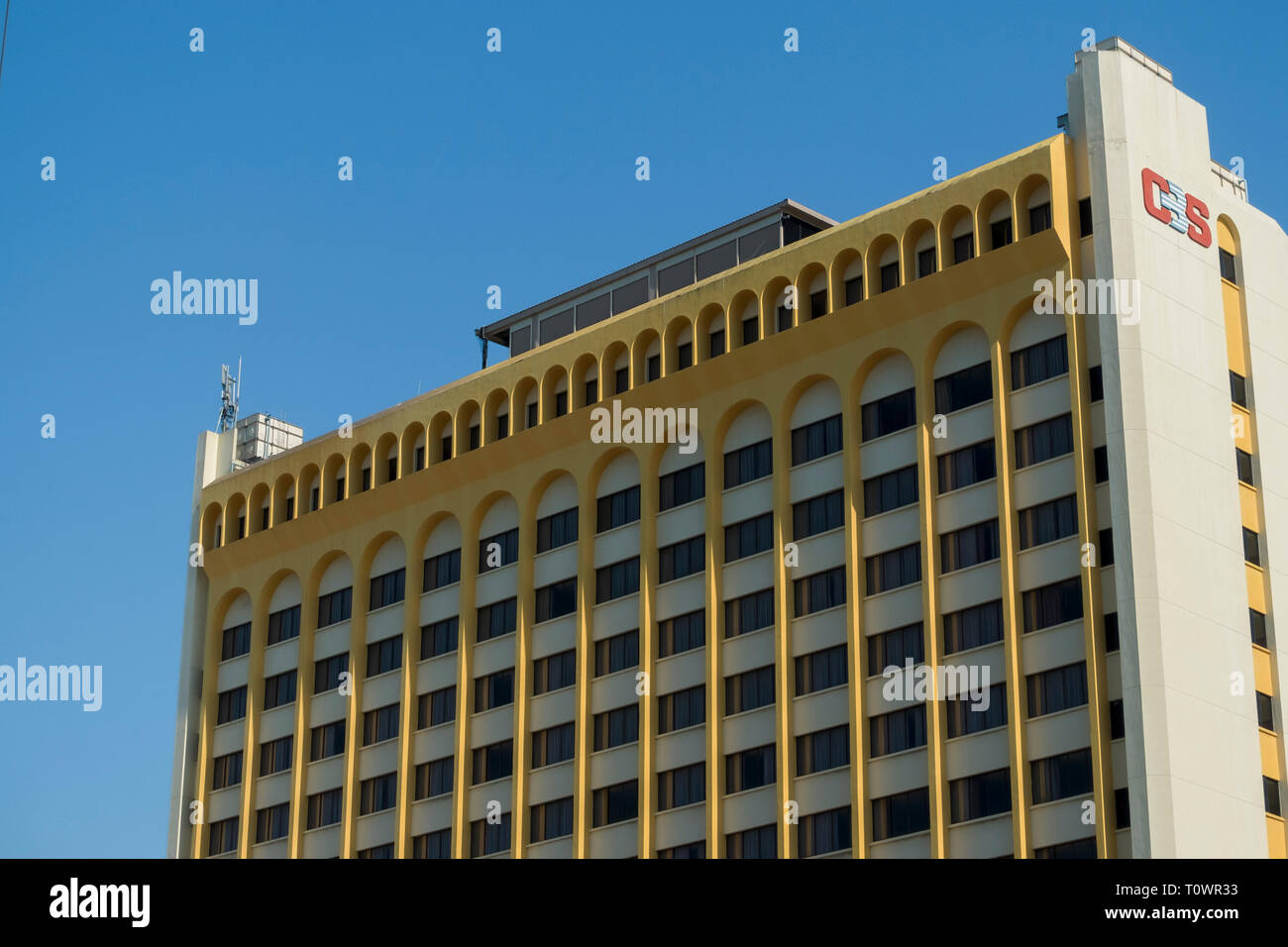 A yellow building from the 1960's, 1970's in Kota Kinabalu, Sabah, Borneo, Malaysia. - Stock Image