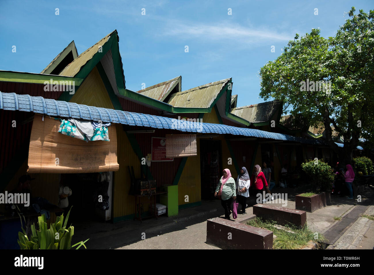 Exterior view of the traditional architecture of the handicraft market in Kota Kinabalu, Sabah, Borneo, Malaysia. - Stock Image