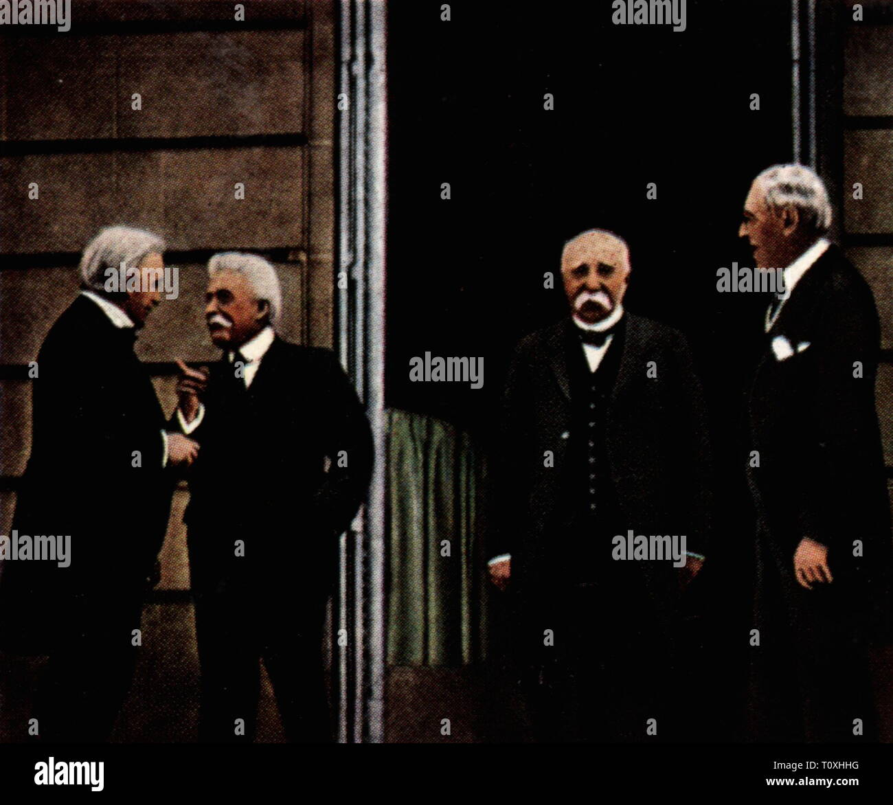 politics, conferences, Paris Peace Conference 18.1.1919 - 21.1.1920, from left: American president Woodrow Wilson, president of the Italian council of ministers Vittorio Emanuele Orlando, British Prime Minister David Lloyd George, French Prime Minister Georges Clemenceau, Versailles, 27.7.1919, coloured photograph, cigarette card, series 'Die Nachkriegszeit', 1935, Paris, USA, United States of America, Kingdom of Italy, United kingdom of Great Britain, republic France, Third Republic, the big four, First World War / WWI, politician, politicians, , Additional-Rights-Clearance-Info-Not-Available - Stock Image