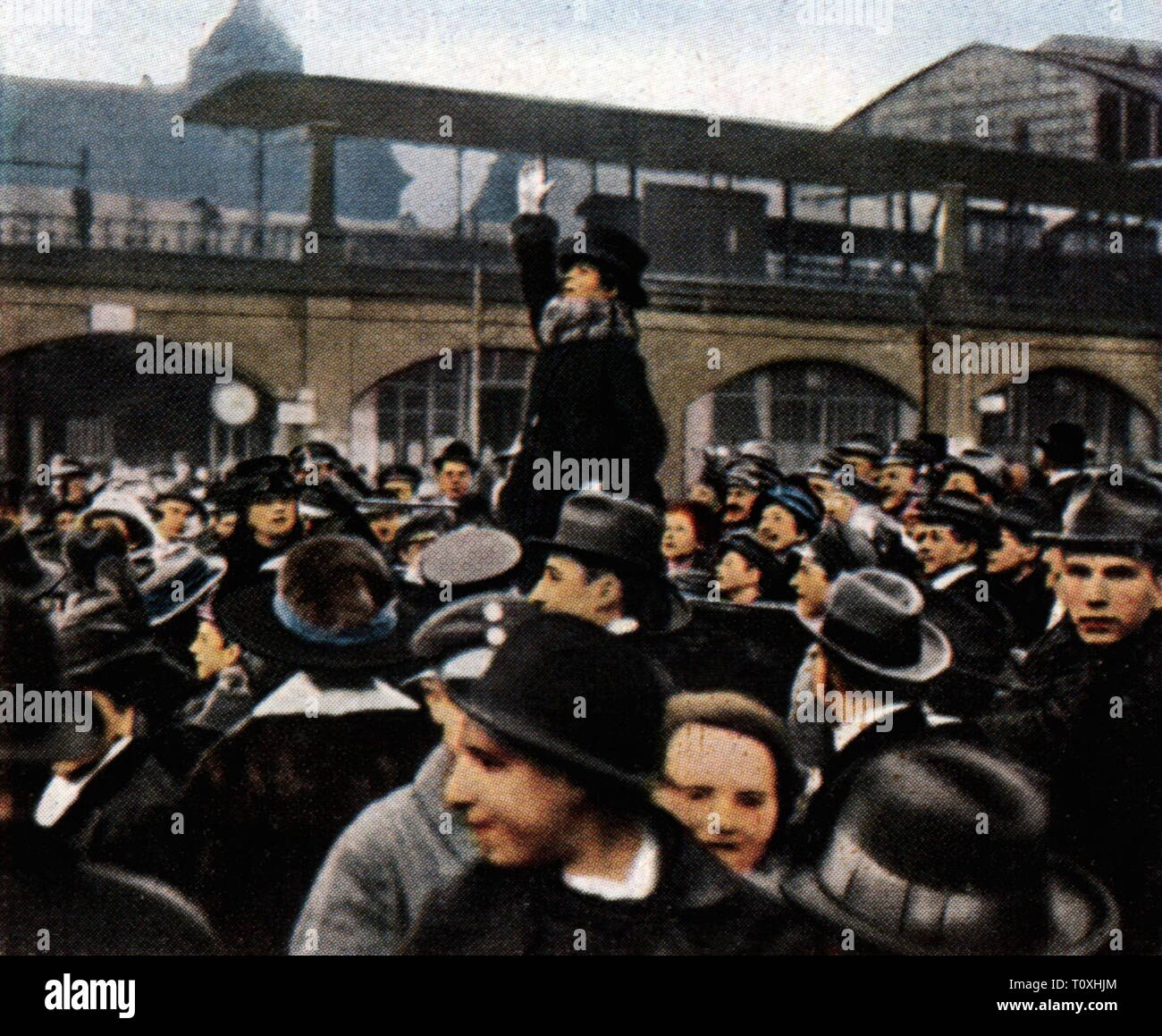 politics, election campaign, a woman is delivering an election speech, Berlin, January 1919, coloured photograph, cigarette card, series 'Die Nachkriegszeit', 1935, suffrages, universal suffrage, women's suffrage, crowd, crowds, crowds of people, audience, audiences, Free State of Prussia, Germany, German Reich, Weimar Republic, people, 1910s, 20th century, 1930s, politics, policy, election campaign, election campaigns, woman, women, election speech, election speeches, coloured, colored, post war period, post-war period, post-war years, post-war , Additional-Rights-Clearance-Info-Not-Available - Stock Image