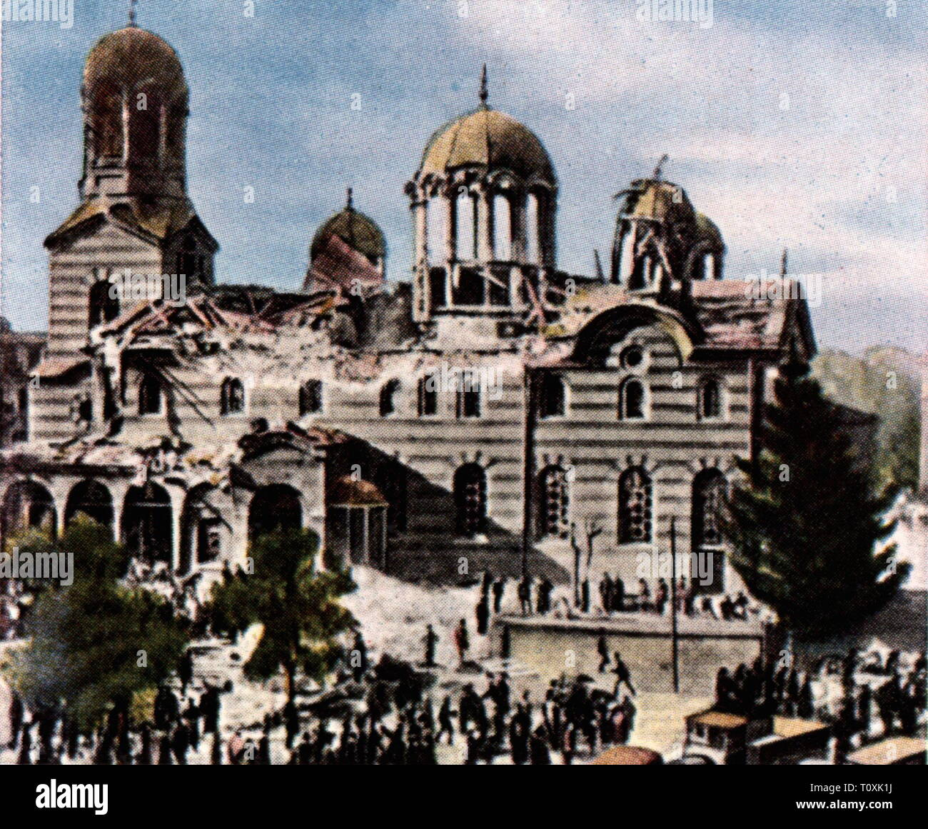 justice, serious crime, terrorism, assaults, bomb attack on the cathedral Sveta Nedelya, Sofija, 16.4.1925, by Bulgarian communists with support of the Communist International (Comintern), coloured photograph, cigarette card, series 'Die Nachkriegszeit', 1935, during the state funeral for general Constantine Georgiev, Communist International (Comintern), assassination attempt, attempted assassination, assassinate, leftist terror, terror, politics, policy, Bulgarian communist party (BCP), czardom Bulgaria, orthodox church, people, 1920s, 20th cent, Additional-Rights-Clearance-Info-Not-Available - Stock Image