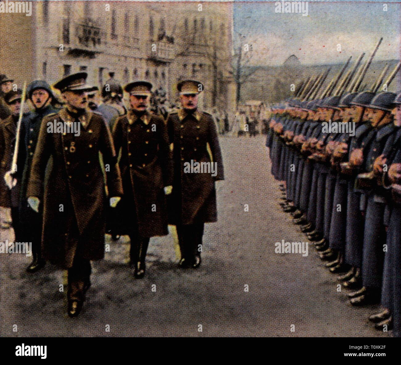 """Allied Occupation of the Rhineland 1918 - 1930, parade of Belgian troops in Aachen, January 1927, coloured photograph, cigarette card, series """"Die Nachkriegszeit"""", 1935, occupations, Rhineland, occupation, occupying power, occupying powers, Belgium, military, army, armies, officers, officer, soldiers, soldier, people, Prussia, Rhine Province, North Rhine-Westphalia, North-Rhine, Rhine, Westphalia, Nordrhein-Westfalen, Nordrhein-Westphalen, Germany, German Reich, Weimar Republic, 1920s, 20th century, parade, parades, coloured, colored, post war pe, Additional-Rights-Clearance-Info-Not-Available Stock Photo"""