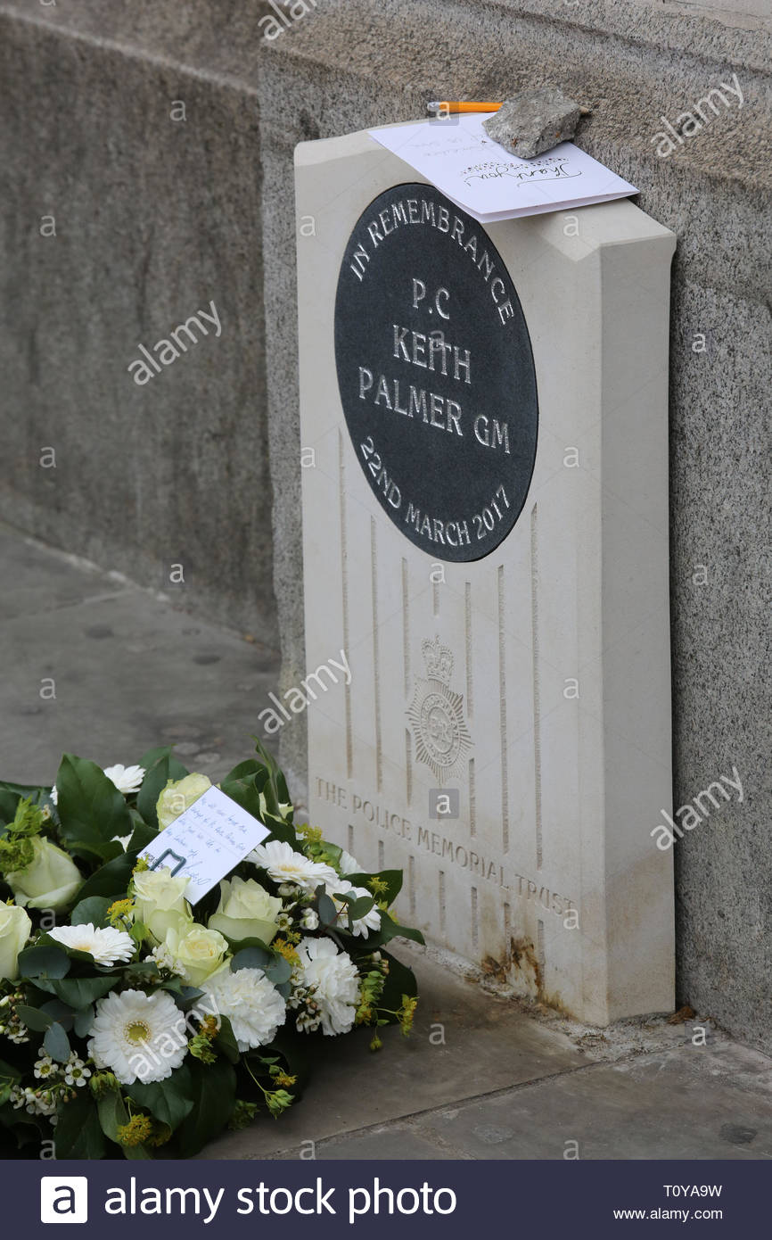 London, UK. 22nd Mar, 2019. Today is the second anniversary of PC Keith Palmer's death which occurred during the attack on London Bridge and parliament. Fresh flowers have been placed at his memorial. Credit: Clearpix/Alamy Live News - Stock Image