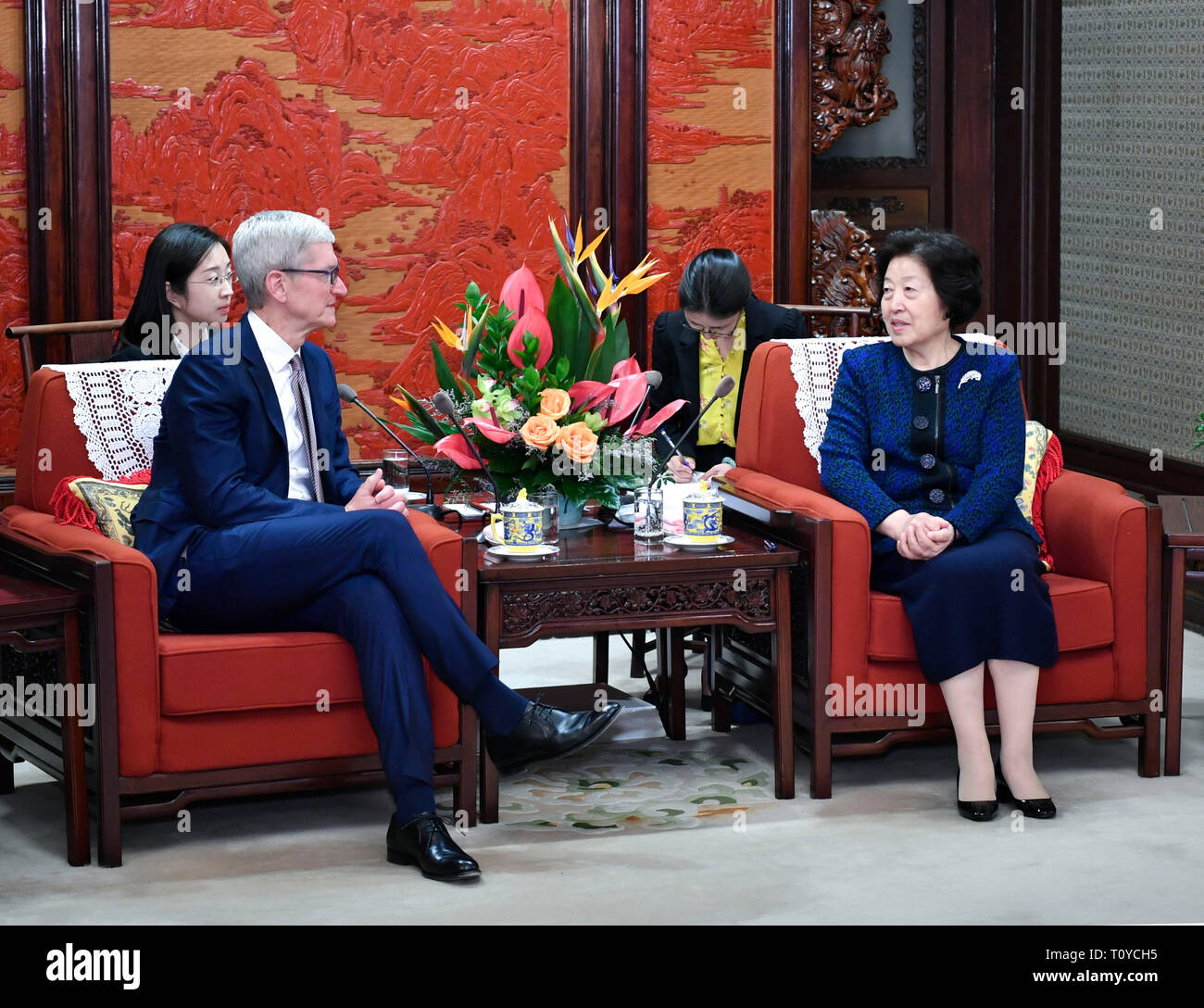 (190322) -- BEIJING, March 22, 2019 (Xinhua) -- Chinese Vice Premier Sun Chunlan meets with Apple CEO Tim Cook in Beijing, capital of China, March 22, 2019. (Xinhua/Yin Bogu) - Stock Image
