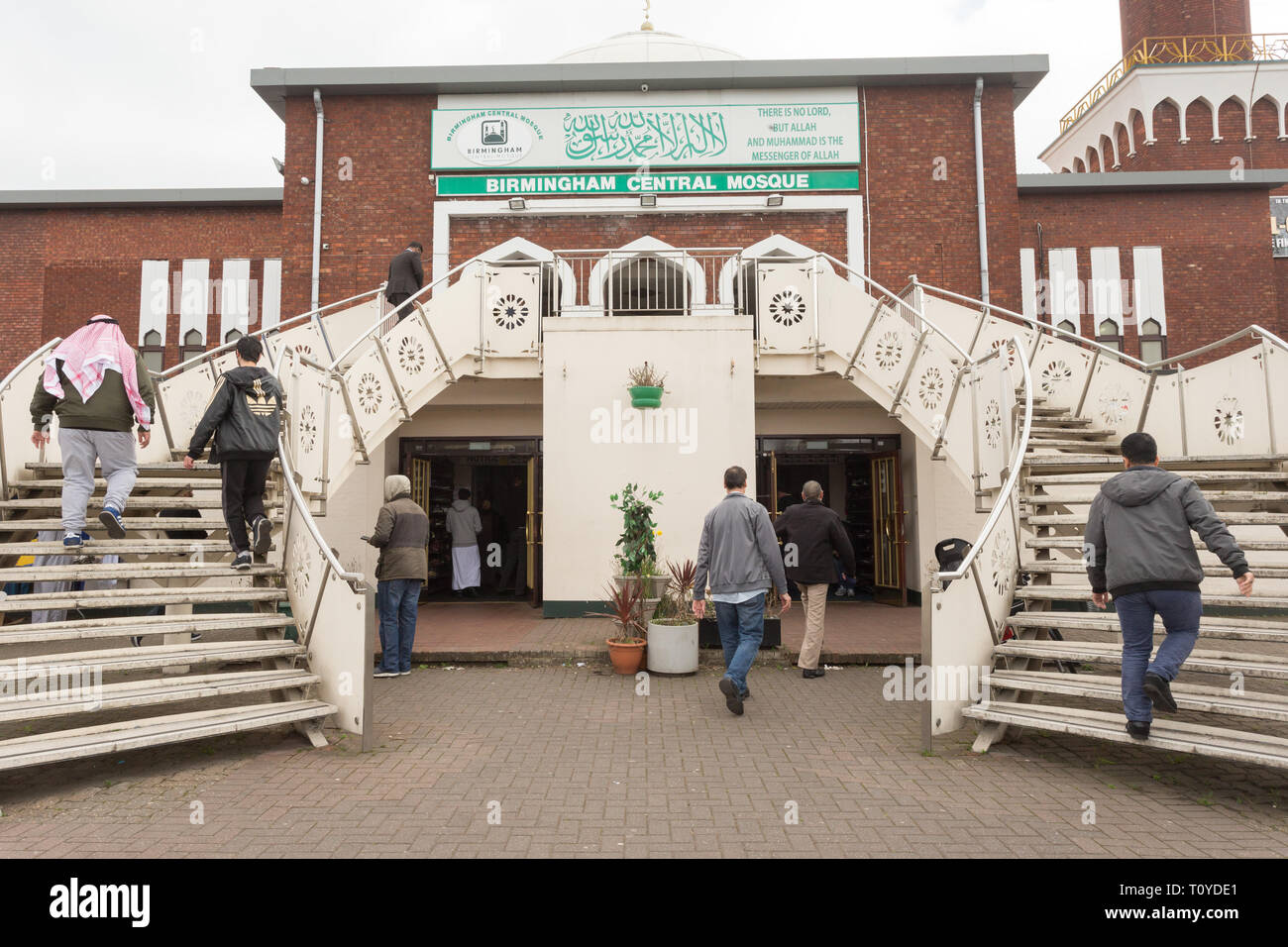 Birmingham, UK. 22nd March, 2019. A week after the New Zealand mosque murders and less than 48 hours after several Birmingham mosques were vandalised, people arrive for Friday prayers at the Birmingham Central Mosque. There is a police presence for reassurance and security. Peter Lopeman/Alamy Live News - Stock Image