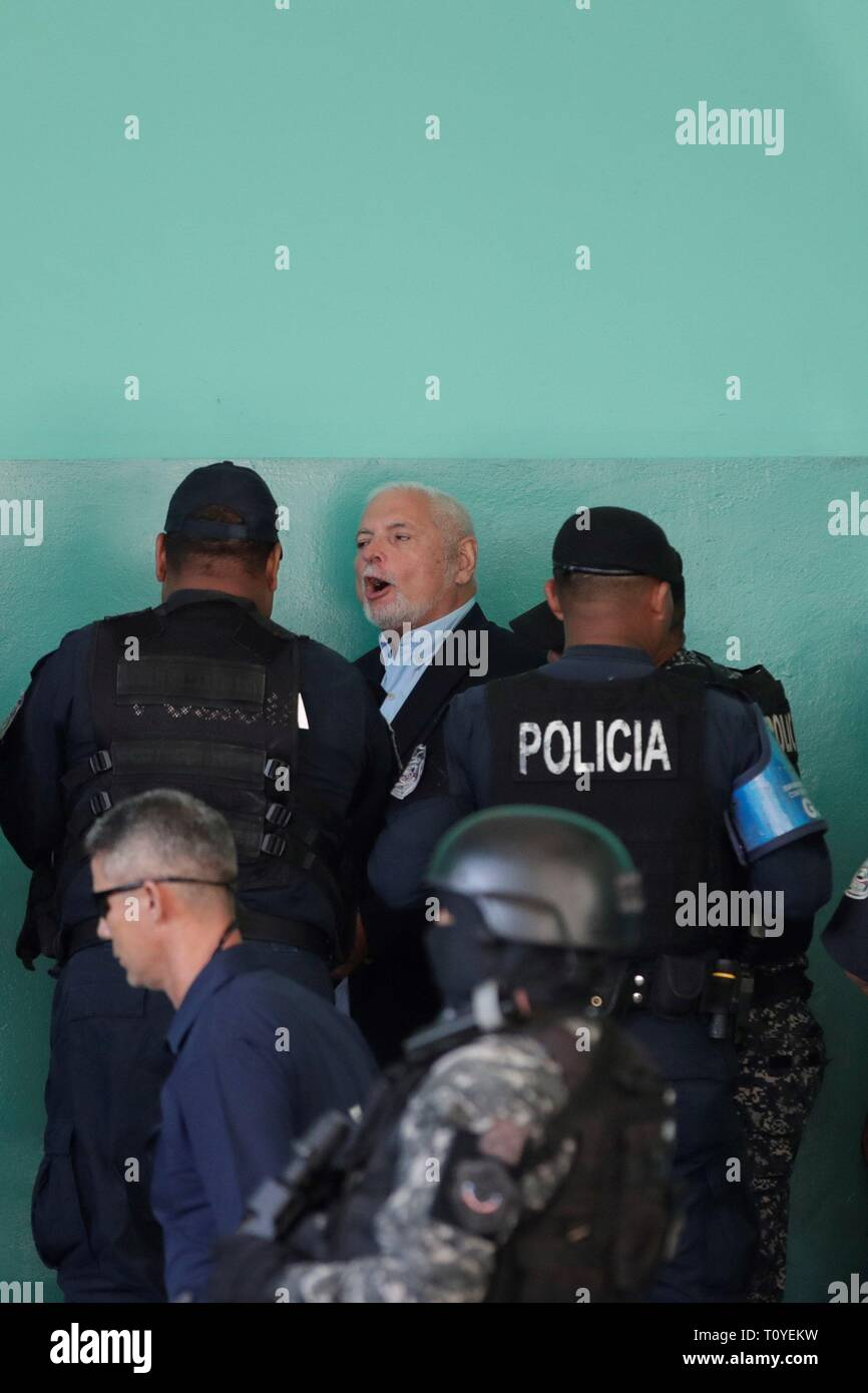 Panama City, Panama. 22nd Mar 2019. Police units guard former President of Panama, Ricardo Martinelli (C), upon his arrival at the court of the Accusatory Criminal System for alleged eavesdropping and embezzlement in his mandate 2009 - 2014, in Panama City, Panama, 22 March 2019. Martinelli's trial is resumed after forensics determined that the depression he presented does not disable him to be in the audience. EFE/ Welcome Velasco Credit: EFE News Agency/Alamy Live News Stock Photo