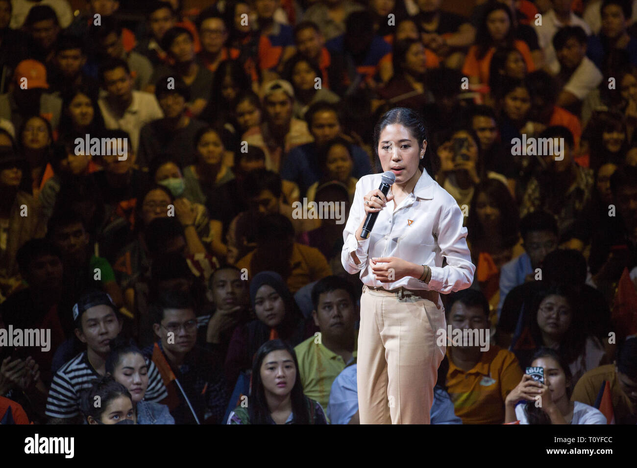 Bangkok, Thailand. 22nd Mar, 2019. Future Forward Party Spokesperson Pannika Wanich speaks during the Future Forward Party latest rally before the Thai General Election at the Thai-Japanese Stadium in Bangkok.The country will hold the general election on March 24, 2019, five years after the May 2014 military coup by Junta chief Prayut Chan-o-cha. Credit: Guillaume Payen/SOPA Images/ZUMA Wire/Alamy Live News Stock Photo