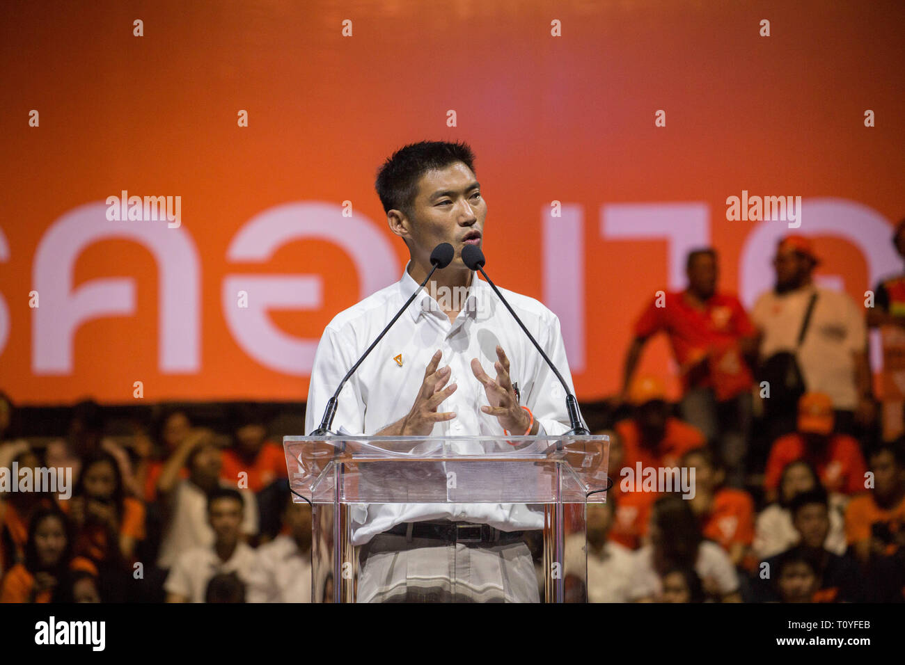 Bangkok, Thailand. 22nd Mar, 2019. Future Forward Party Leader Thanathorn Juangroongruangkit speaks during the Future Forward Party latest rally before the Thai General Election at the Thai-Japanese Stadium in Bangkok.The country will hold the general election on March 24, 2019, five years after the May 2014 military coup by Junta chief Prayut Chan-o-cha. Credit: Guillaume Payen/SOPA Images/ZUMA Wire/Alamy Live News Stock Photo