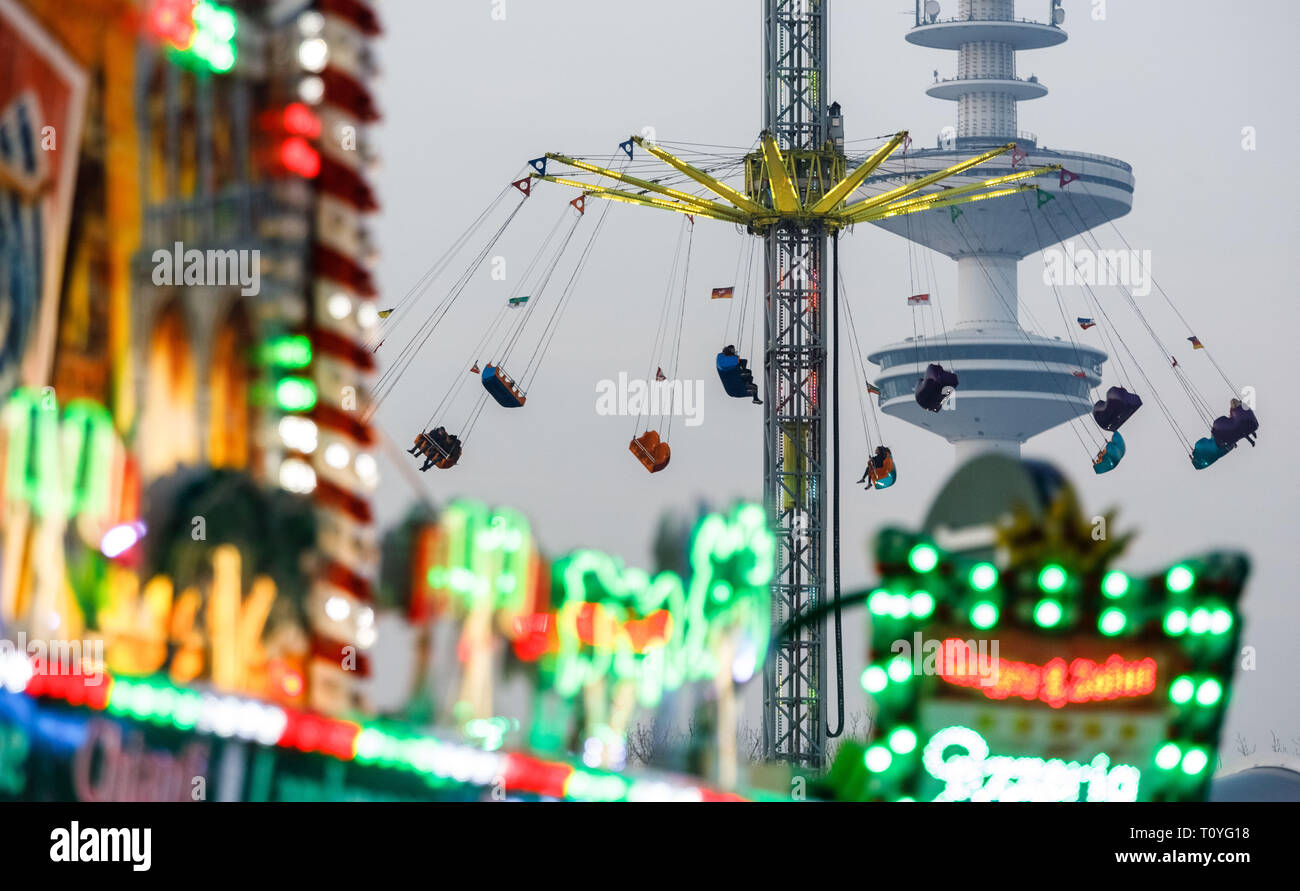 Hamburg, Germany. 22nd Mar, 2019. A high carousel rotates on Hamburg's Spring Cathedral. The Spring Cathedral will take place from 22 March to 22 April 2019. Credit: Markus Scholz/dpa/Alamy Live News - Stock Image