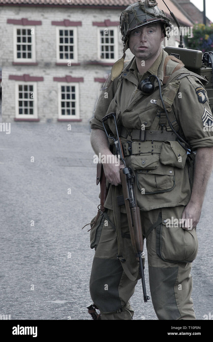 american ww2 paratrooper, 101st Airborne Division, Screaming Eagles