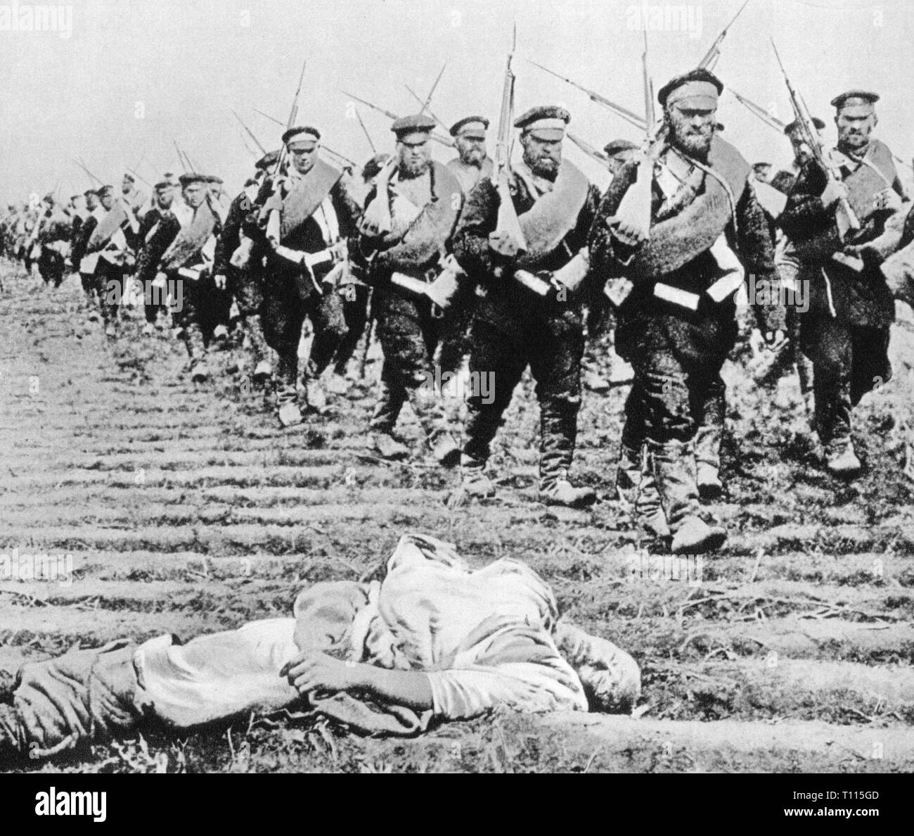 Russo-Japanese War 1904 - 1905, retreat of the Russian army, March 1905, Russo - Japanese, soldiers, soldier, military, march, marching, field, fields, dead body, dead bodies, corpse, corpses, Manchuria, China, empire, empires, Russia, Russian Empire, czardom, tsardom, 20th century, 1900s, war, wars, retreat, retreats, army, armies, historic, historical, Additional-Rights-Clearance-Info-Not-Available - Stock Image