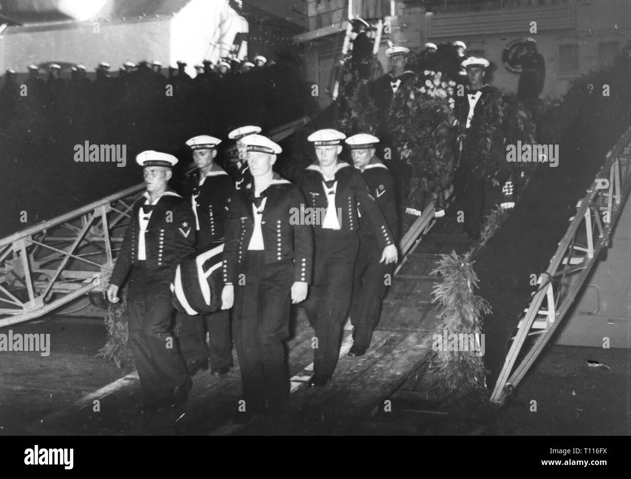 Spanish Civil War 1936 - 1939, bomb attack on the German ironclad 'Deutschland' at Ibiza on 29.5.1937, the dead seaman are carried from board, Wilhelmshaven, 16.6.1937, Additional-Rights-Clearance-Info-Not-Available - Stock Image