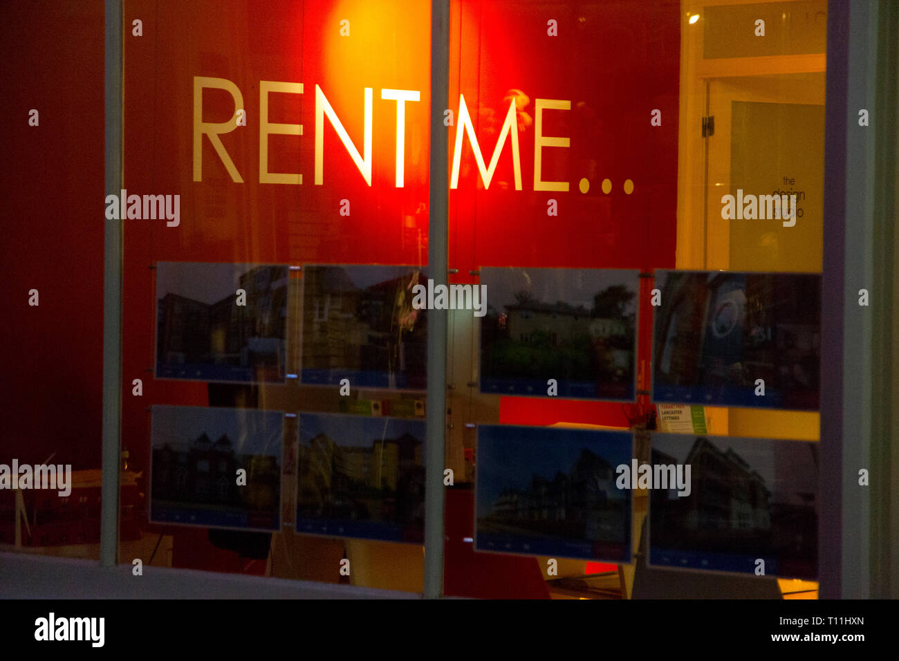 rent,me,sign,in,window,of,estate,agent,Cowes,Isle of Wight, England, UK, - Stock Image