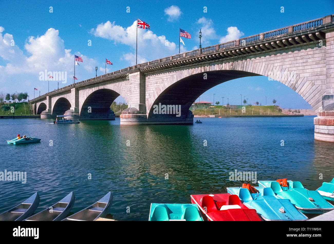 This is the 1831 London Bridge that crossed the River Thames in England for 131 years until it was dismantled and then reassembled in 1971 in Lake Havasu City in the western state of Arizona, USA. Water from the Colorado River now flows under the granite bridge, which was bought at auction from the City of London for $2.5 million by American entrepreneur Robert P. McCulloch. He wanted a major attraction to entice new residents as well as tourists to the city he founded in 1963 as a lakeside oasis in the Sonoran Desert. Historical photograph. - Stock Image