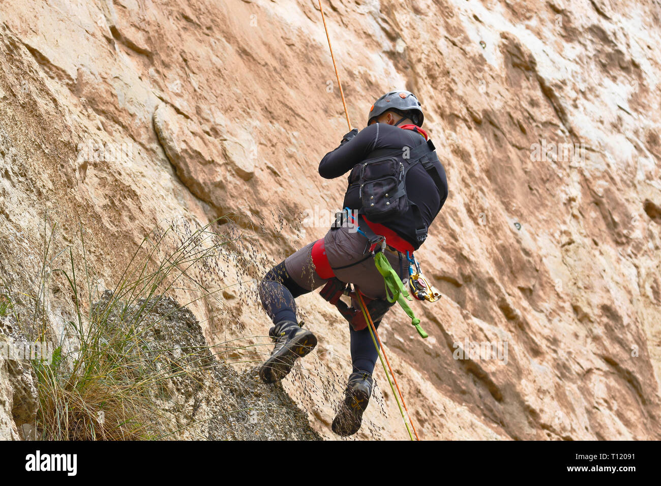 Adventure sport, rappel practiced in the stone column of the imposing Shucto canyon (twisted) is a geological formation of rock modeled by the erosion - Stock Image