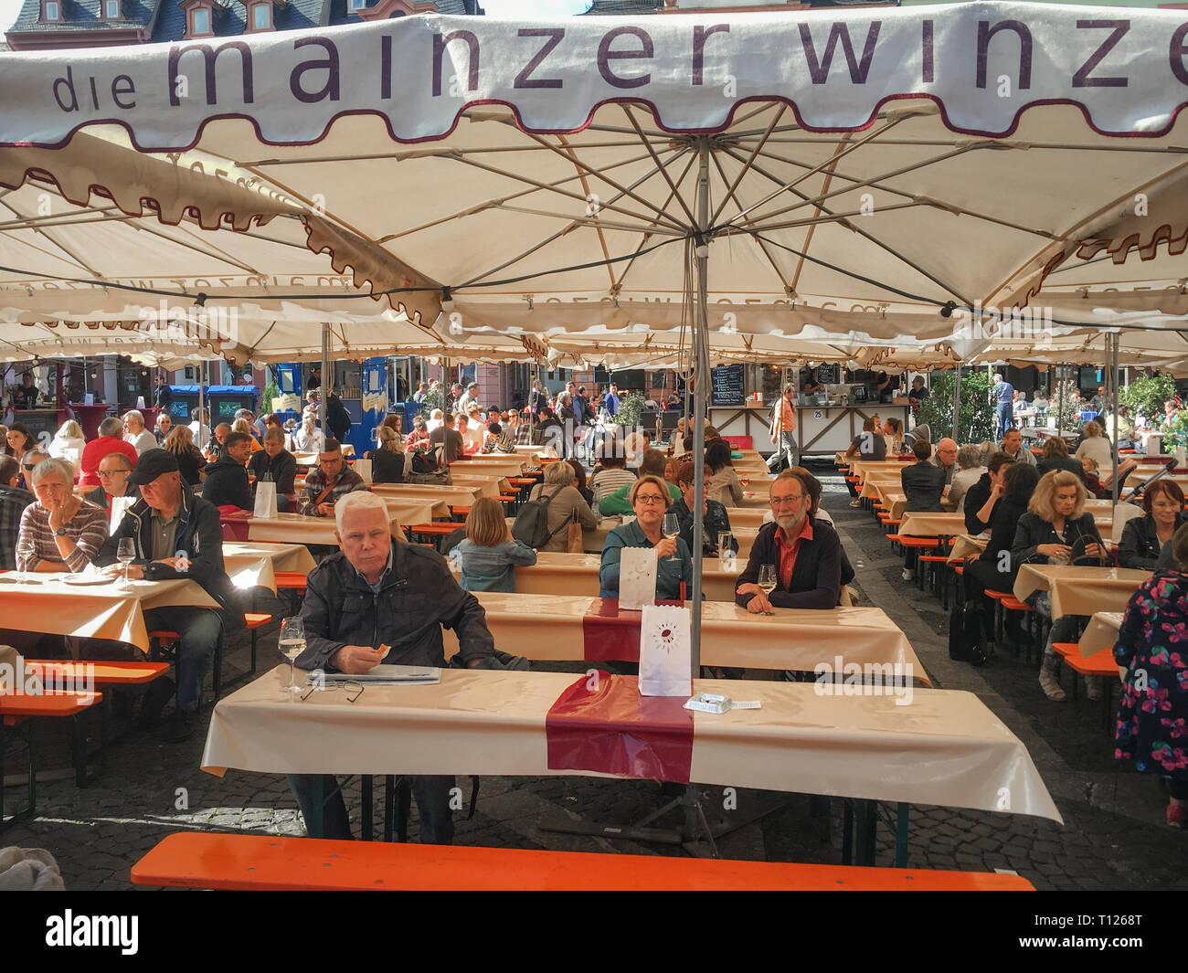 """Mainz, Germany – June 22, 2018: People enjoying food, wine and drinks at one of Mainz' biggest people's festival (""""Volksfest"""") – the Johannisnacht Fes - Stock Image"""
