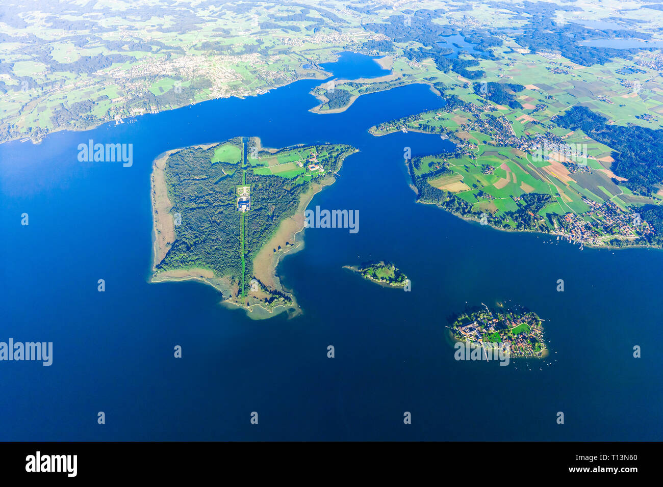 Germany, Bavaria, Chiemgau, Aerial view of Lake Chiemsee, Herrenchiemsee, Krautinsel and Frauenchiemsee - Stock Image