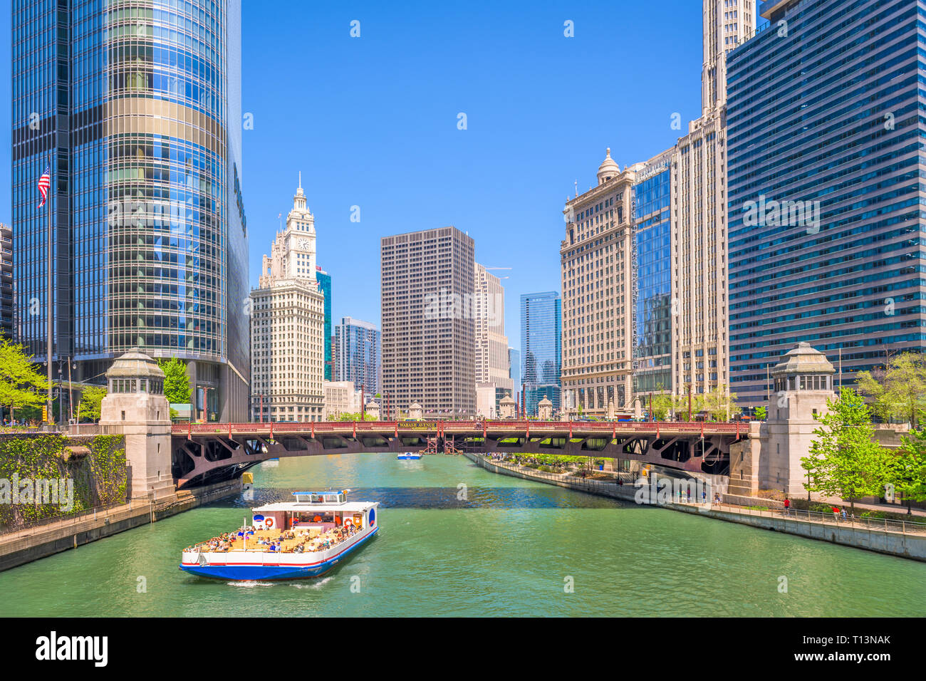 Chicago, Illinois, USA sightseeing cruise and skyline on the river. - Stock Image