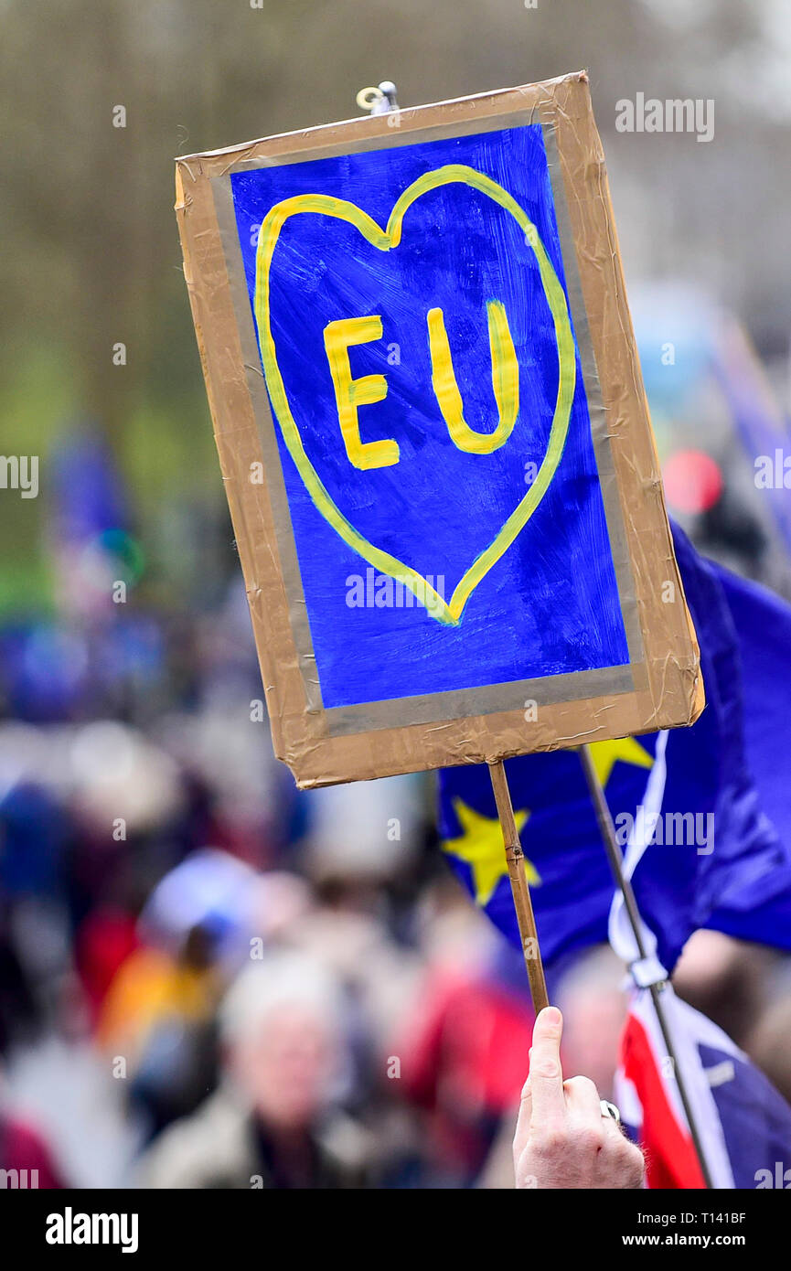 """London, UK.  23 March 2019. An EU sign carried aloft. Thousands of people take part in the """"Put It To The People March"""" marching from Park Lane to Parliament Square on what was supposed to be six days before the UK was due to leave the EU, before an extension to the departure date was given.  Protesters demand that the public is given a final say on Brexit as support for the Prime Minister's withdrawal plan continues to recede.  Credit: Stephen Chung / Alamy Live News Stock Photo"""