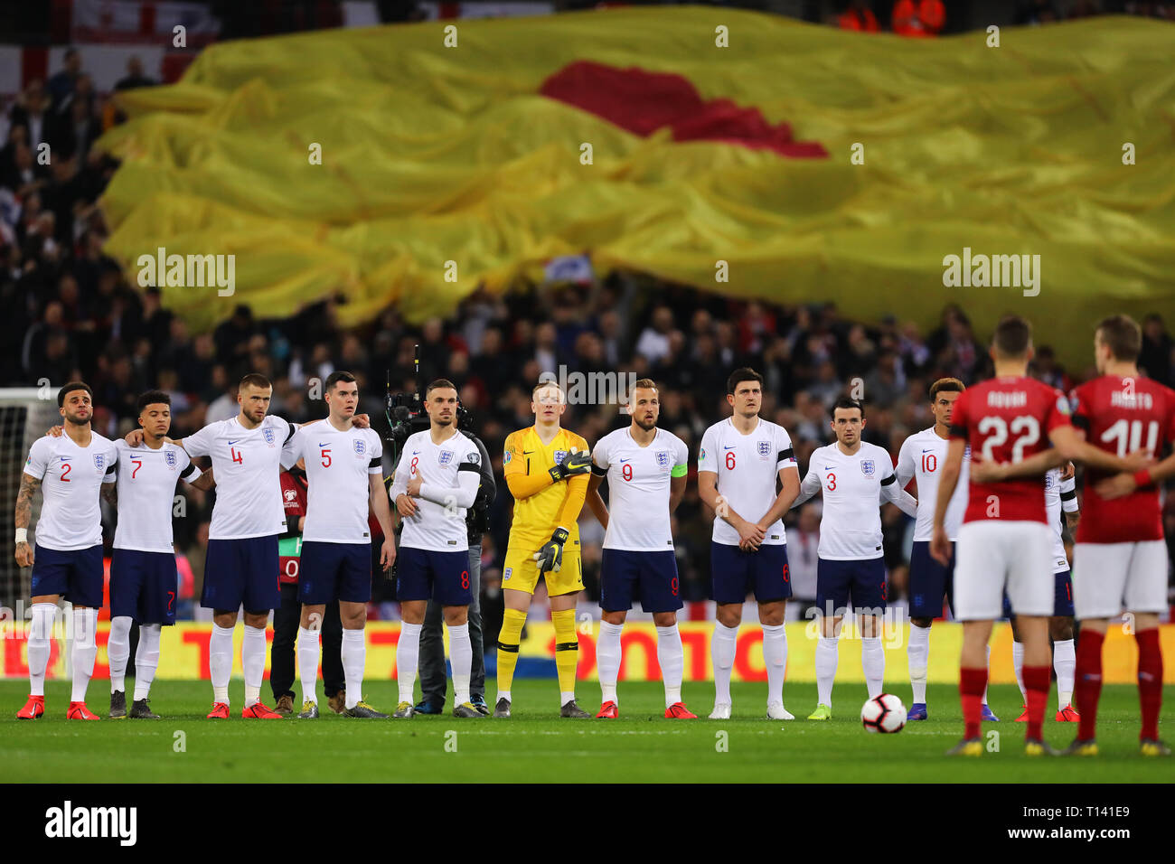 Players line up for minutes applause in respect of Gordon Banks OBE - England v Czech Republic, UEFA Euro 2020 Qualifier - Group A, Wembley Stadium, London - 22nd March 2019  Editorial Use Only - Stock Image