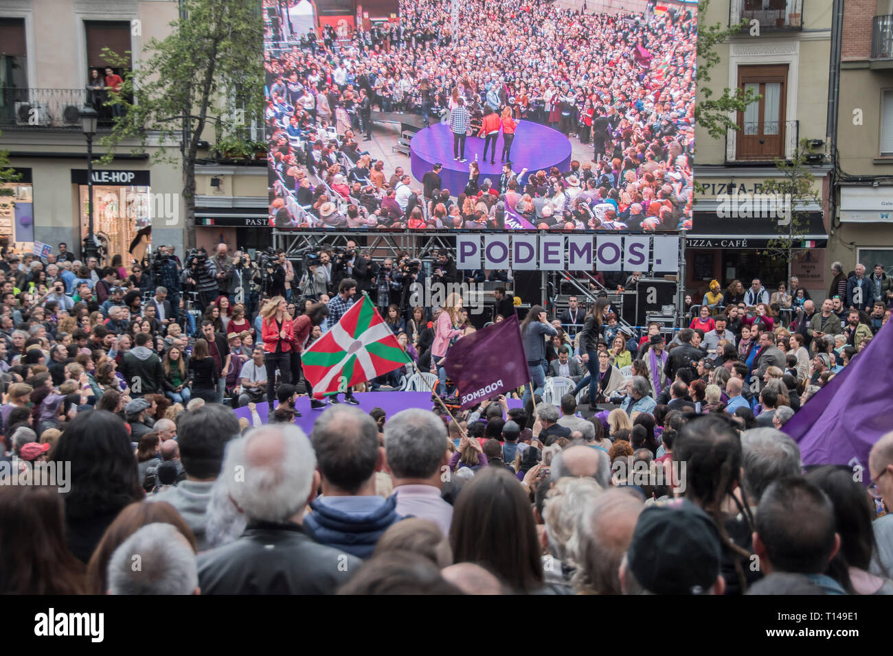 Madrid, Spain, 23rd March, 2019. people in the presentation of the return of paternity permission of Pablo Iglesias.  pre-campaign of the united left party unidas podemos, for the five weeks of the campaign until April 28. Pablo Iglesias reappears in the public scene three months of his retirement to enjoy the paternity leave. the left party has chosen one of the most emblematic places for them the political space the square attached to the reina sofia de madrid museum. Credit: Alberto Sibaja Ramírez/Alamy Live News - Stock Image