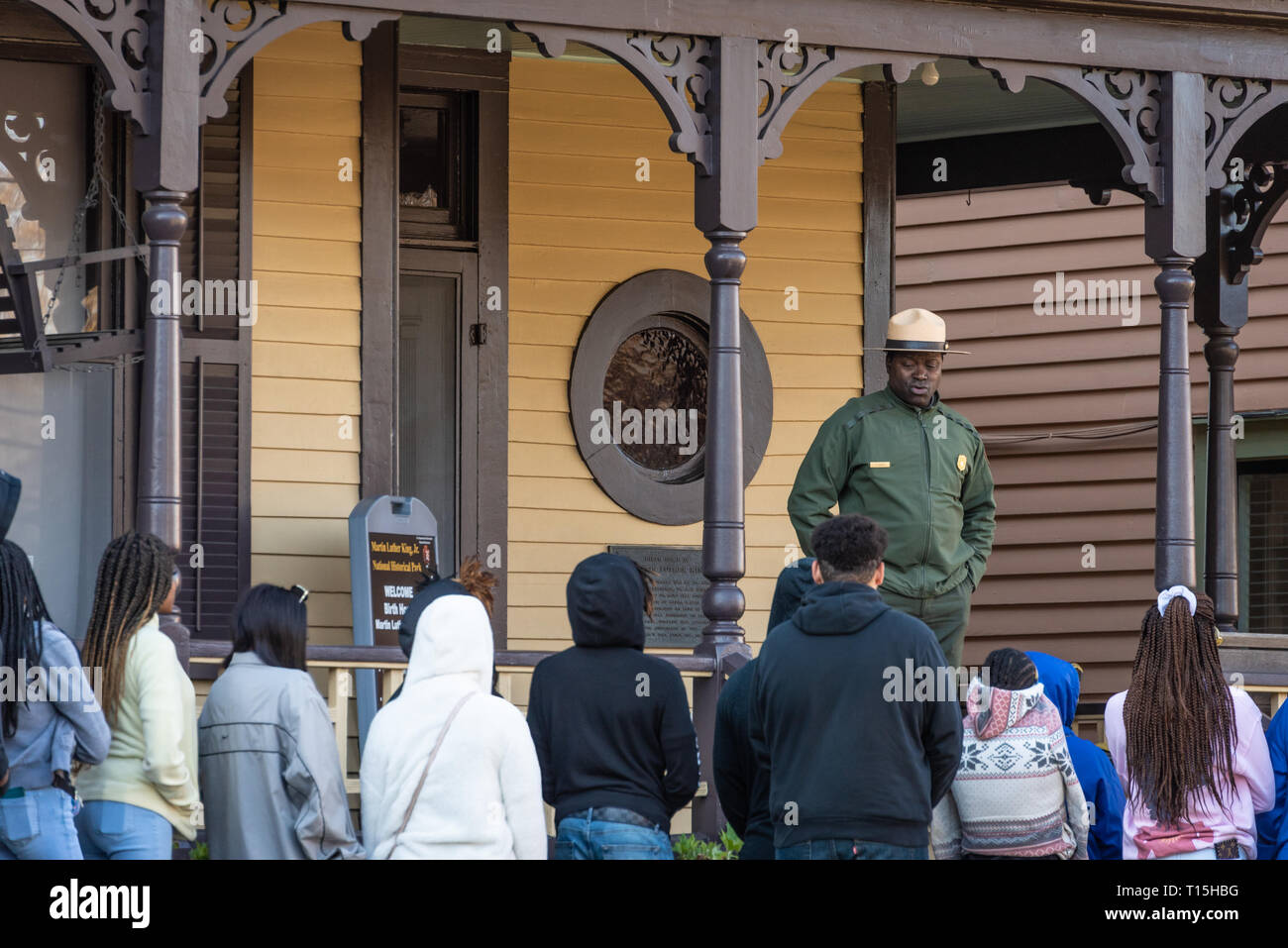 National Park Service ranger speaking with tour group at the birth home of Martin Luther King, Jr. on Auburn Avenue in Atlanta, Georgia. (USA) - Stock Image