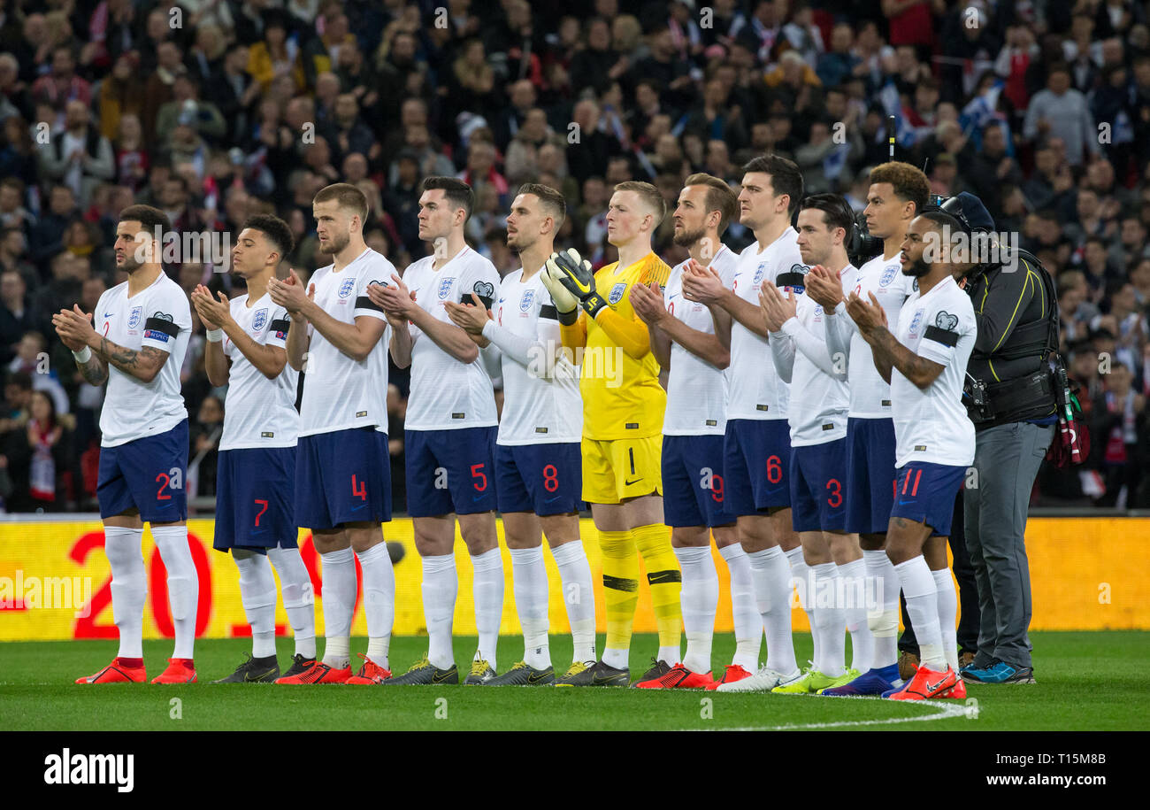 London, UK. 22nd Mar, 2019. The England players with a minutes applause in memory of the England legend Gordon Banks during the UEFA 2020 Euro Qualifier match between England and Czech Republic at Wembley Stadium, London, England on 22 March 2019. Photo by Andy Rowland/PRiME Media Images. Credit: Andrew Rowland/Alamy Live News - Stock Image