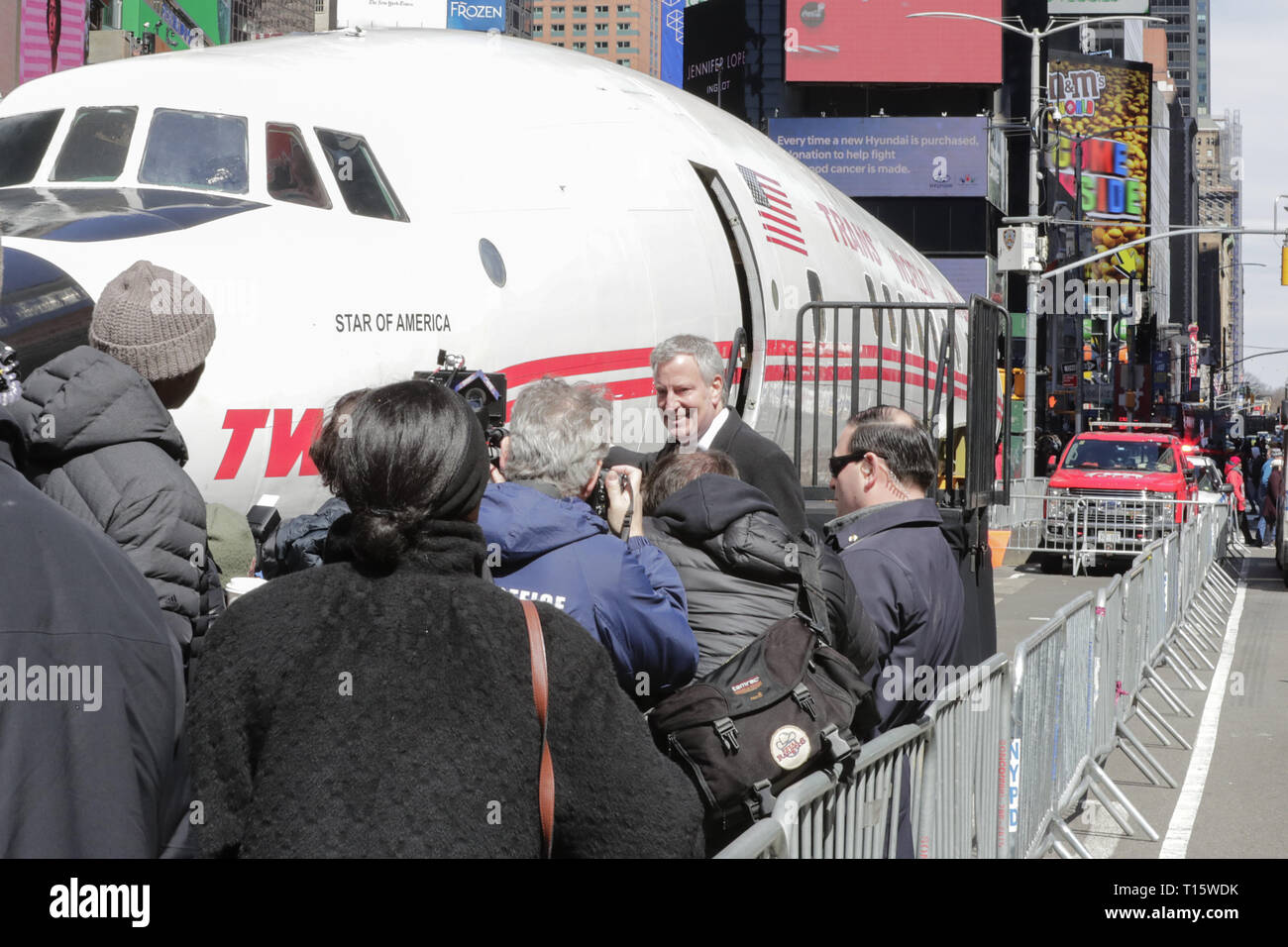 New York, NY, USA. 23rd Mar, 2019. Times Square, New York, USA, March 23, 2019 - Mayor Bill de Blasio, CEO and Managing Partner of MCR Tyler Morse, and Hotel Trades Council President Peter Ward helps celebrate the TWA Hotel Project, including the restoration of the 1958 Lockheed Constellation plane Connie today in Times Square, Manhattan.Photo: Luiz Rampelotto/EuropaNewswire Credit: Luiz Rampelotto/ZUMA Wire/Alamy Live News - Stock Image
