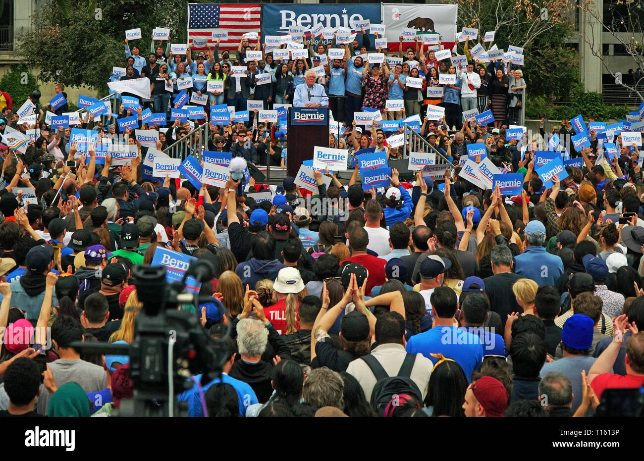 Los Angeles, USA. 23rd Mar, 2019.  Thousands Gather in from of City Hall at Grant Park to show their support for Bernie Sanders. Credit: James Tsukano/Alamy Live News - Stock Image