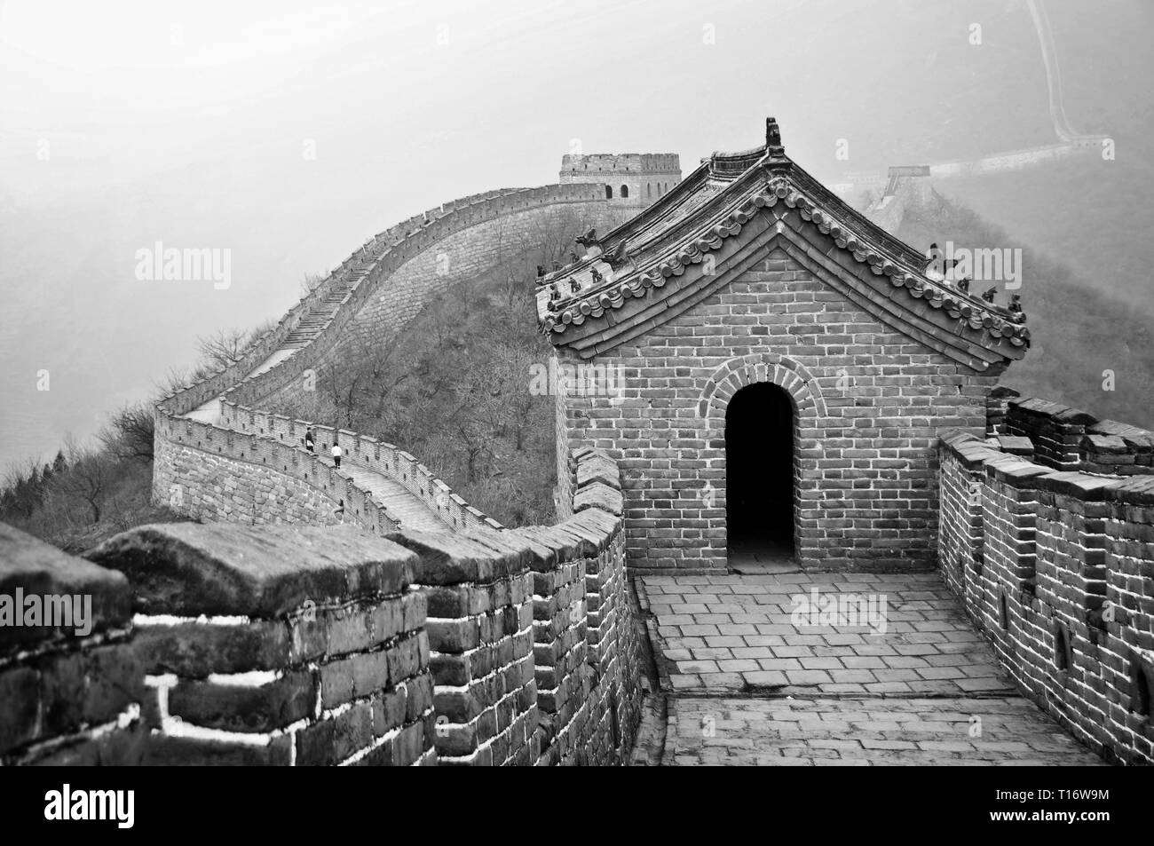 Great wall of China in Mutianyu near Beijing, black and white - Stock Image