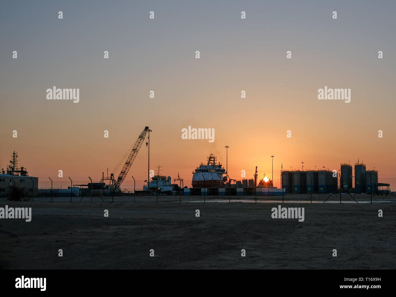 Drilling Ships Stock Photos & Drilling Ships Stock Images