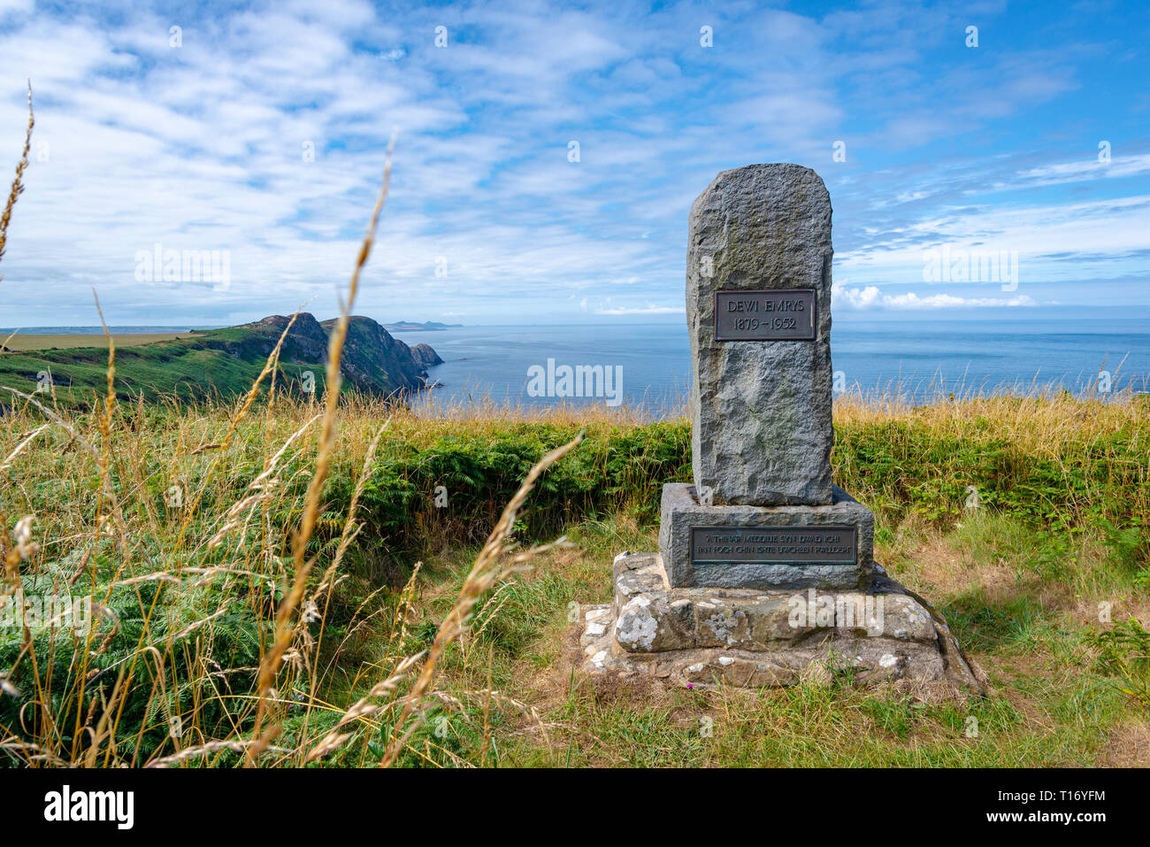 Memorial overlooking the sea to the poet Dewi Emrys in Pwll Deri, Wales, United Kingdom - Stock Image