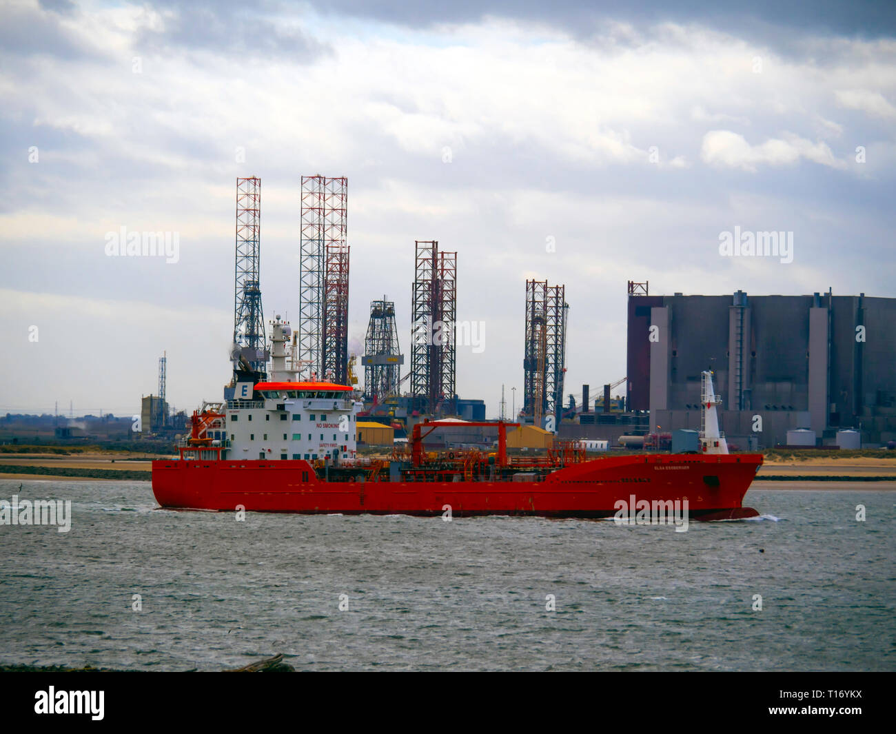 Oil Chemical tanker ELSA ESSBERGER  IMO:9481001, MMSI 255805470 departing from Teesport England UK passing drilling rigs and Hartlepool power station - Stock Image