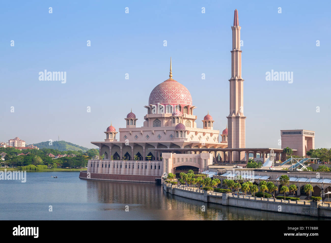 The view of Putra Mosque (Masjid Putra) located next to the Putra Square, is the most distinctive landmark in Putrajaya, Malaysia, surrounded by the b - Stock Image