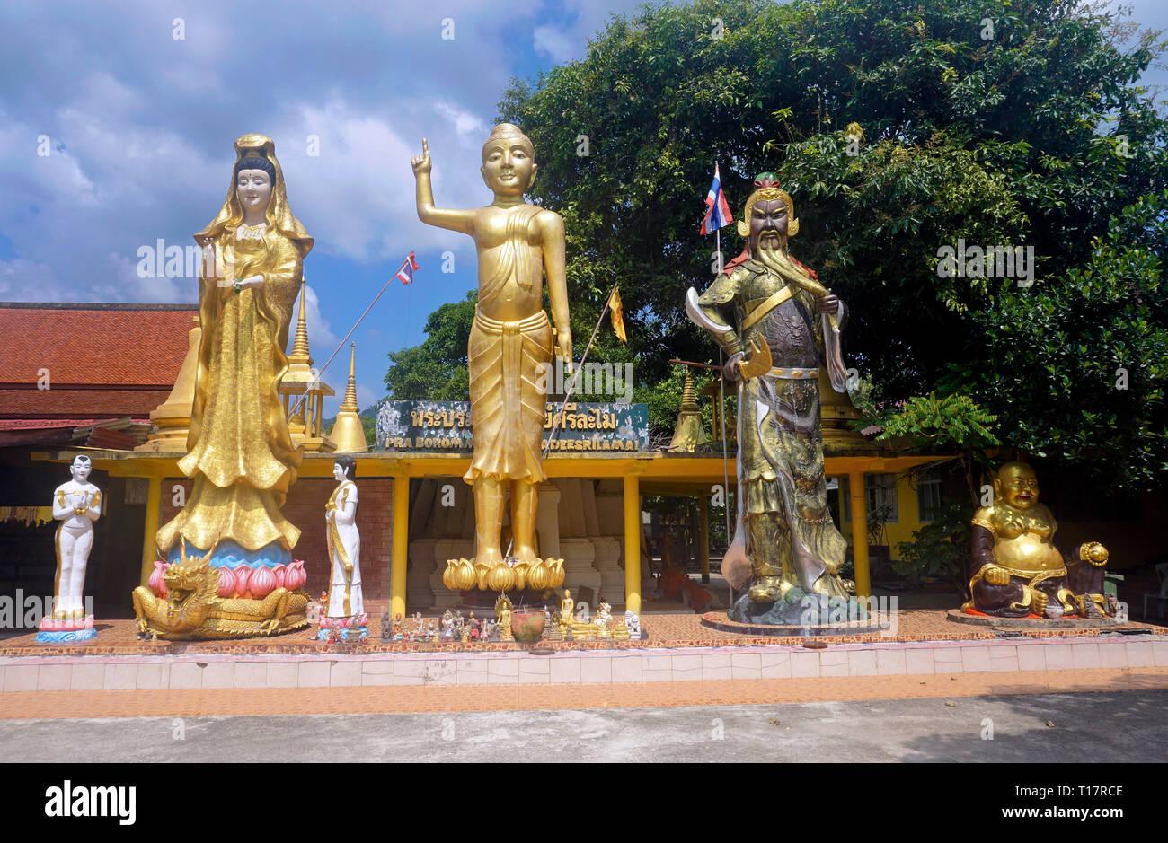 Buddhist statues at the entrance of Wat Lamai Temple, Folklore Museum at Lamai center, Koh Samui, Surat Thani, Gulf of Thailand, Thailand - Stock Image