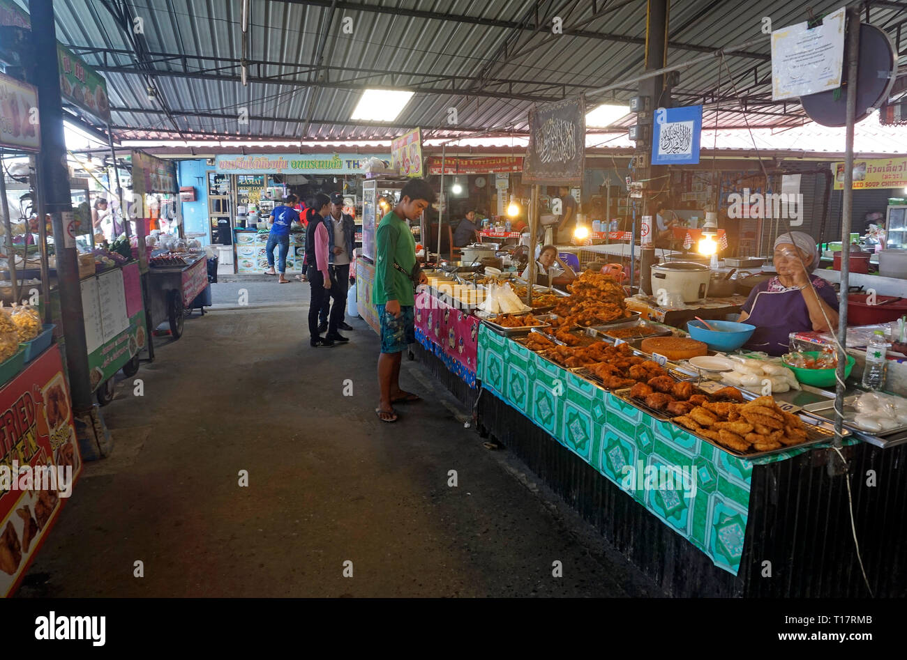 Thai women sells fresh cooked food at Lamai market, Lamai center, Koh Samui, Surat Thani, Gulf of Thailand, Thailand - Stock Image