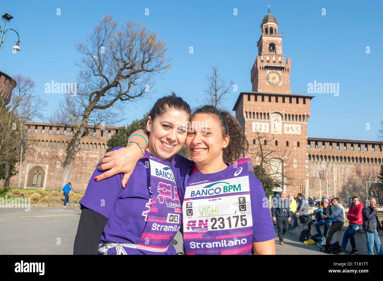 Foto Carlo Cozzoli - LaPresse 24-03-19 Milano ( Italia ) Cronaca StraMilano 2019 partenza Castello Stock Photo