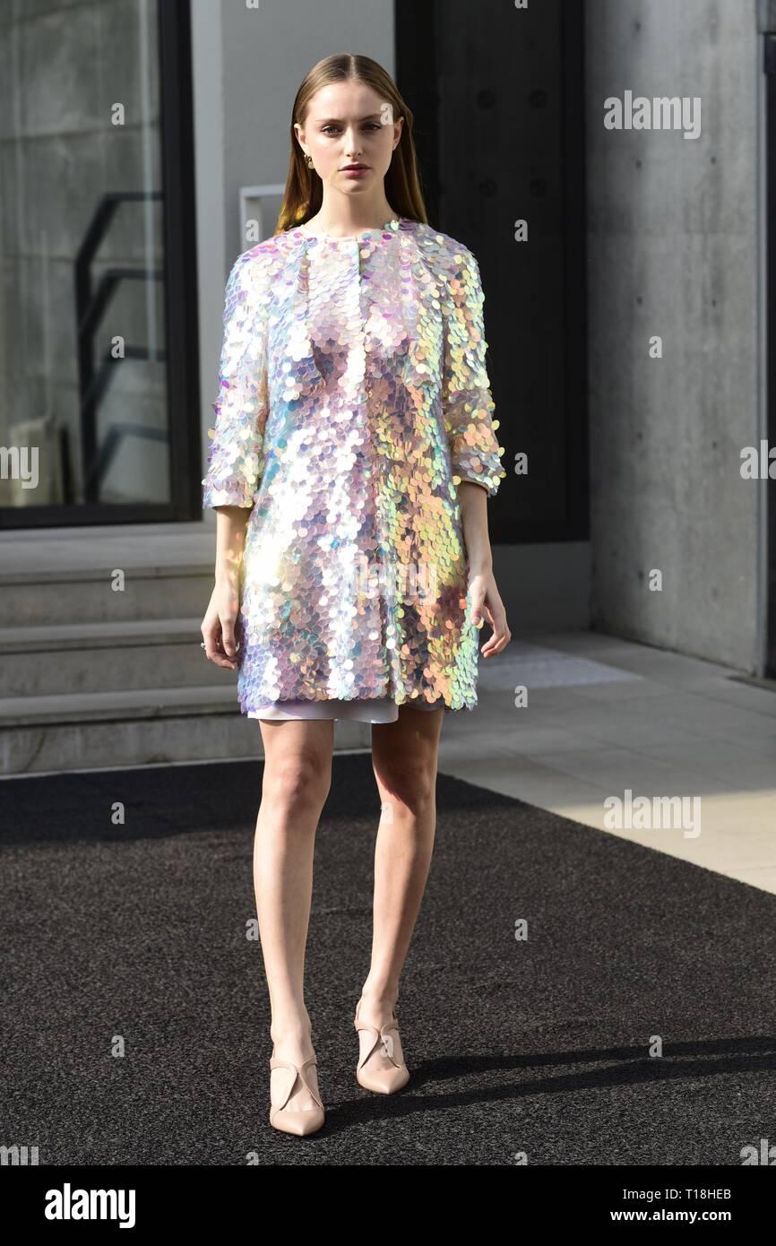 cc72b8bba6 Milano Moda Donna fall / winter 2019 2020 Emporio Armani fashion ...