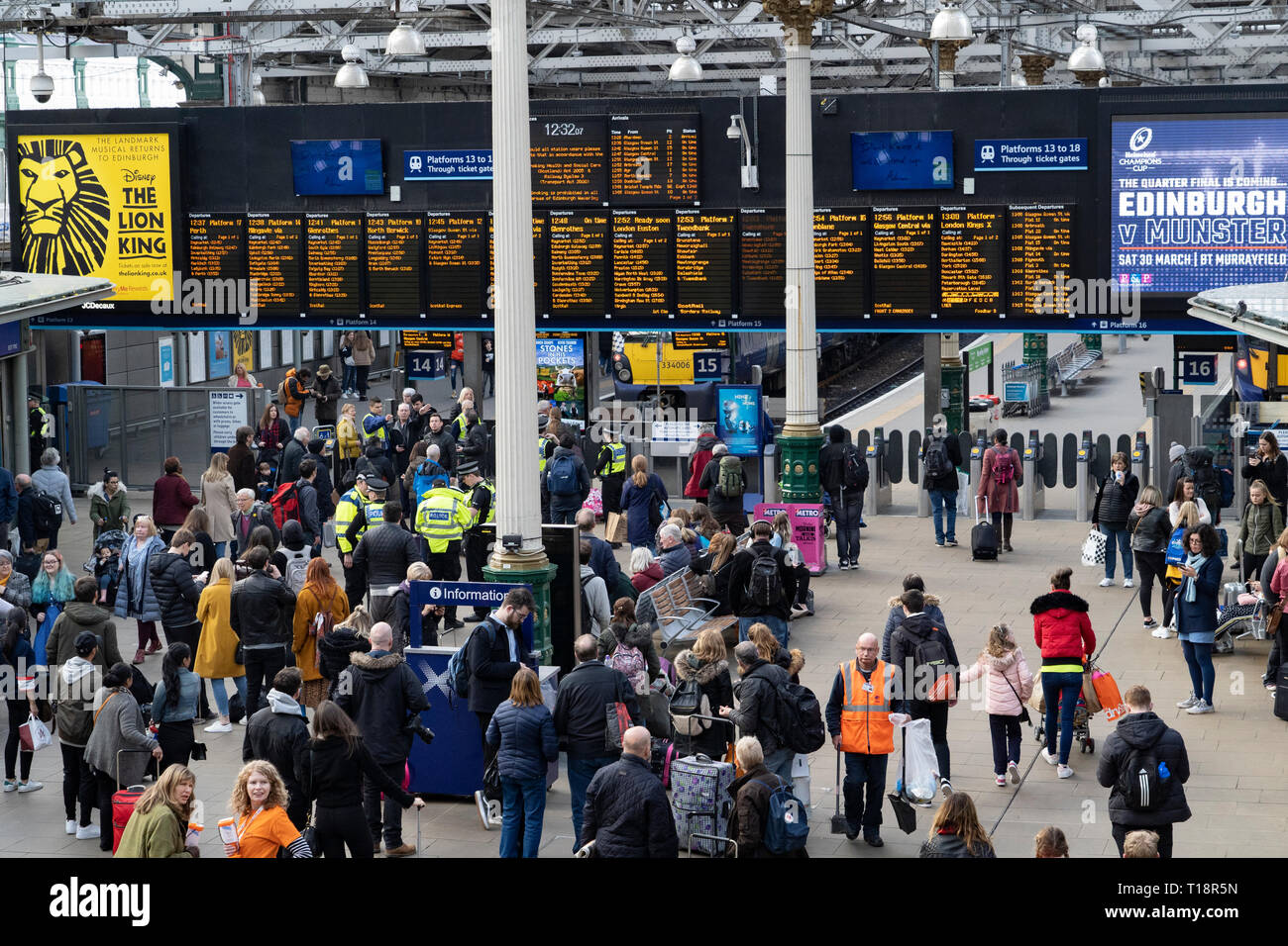 Busy passenger concourse at Waverley Station iN Edinburgh, Scotland, UK - Stock Image