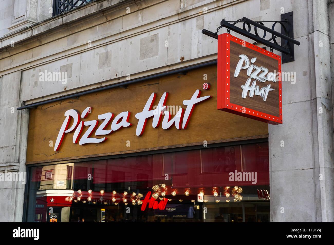 Pizza Hut Restaurant Stock Photos Pizza Hut Restaurant
