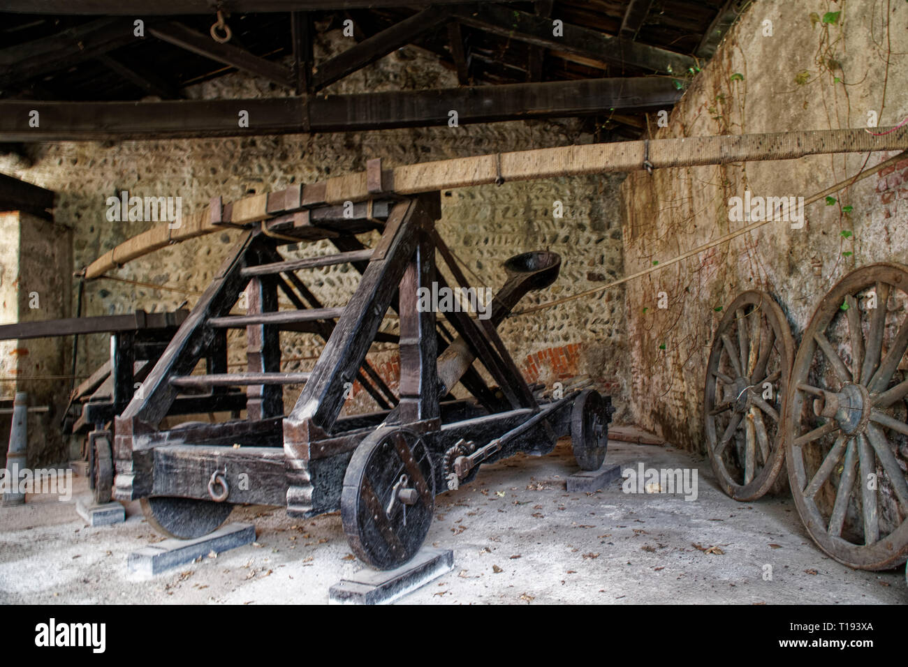 Medieval siege weapons, catapult with bow engine - Stock Image