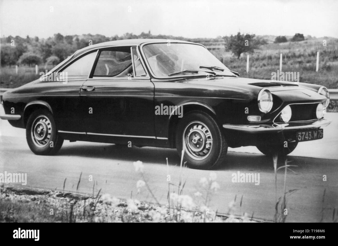 transport / transportation, car, vehicle variants, Simca 1200, exterior view, 21.6.1967, France, coupe, two-door model, motor car, auto, passenger car, motorcar, motorcars, autos, passenger cars, autocar, automobile, autocars, automobiles, power-driven vehicle, motor vehicle, motor vehicles, driving machine, vehicle, vehicles, 20th century, 1960s, transport, transportation, car, cars, historic, historical, people, Additional-Rights-Clearance-Info-Not-Available - Stock Image