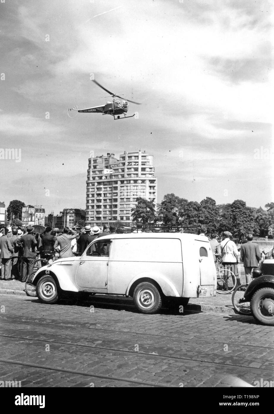 mail, airmail, helicopter, Bell 47 D in the postal service of the Sabena, flight across Liege, 1950, Additional-Rights-Clearance-Info-Not-Available - Stock Image
