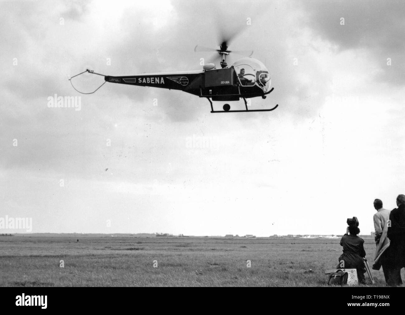 mail, airmail, helicopter Bell 47 D in the postal service of the Sabena, approach on an airfield, Belgium, 1950, Additional-Rights-Clearance-Info-Not-Available - Stock Image