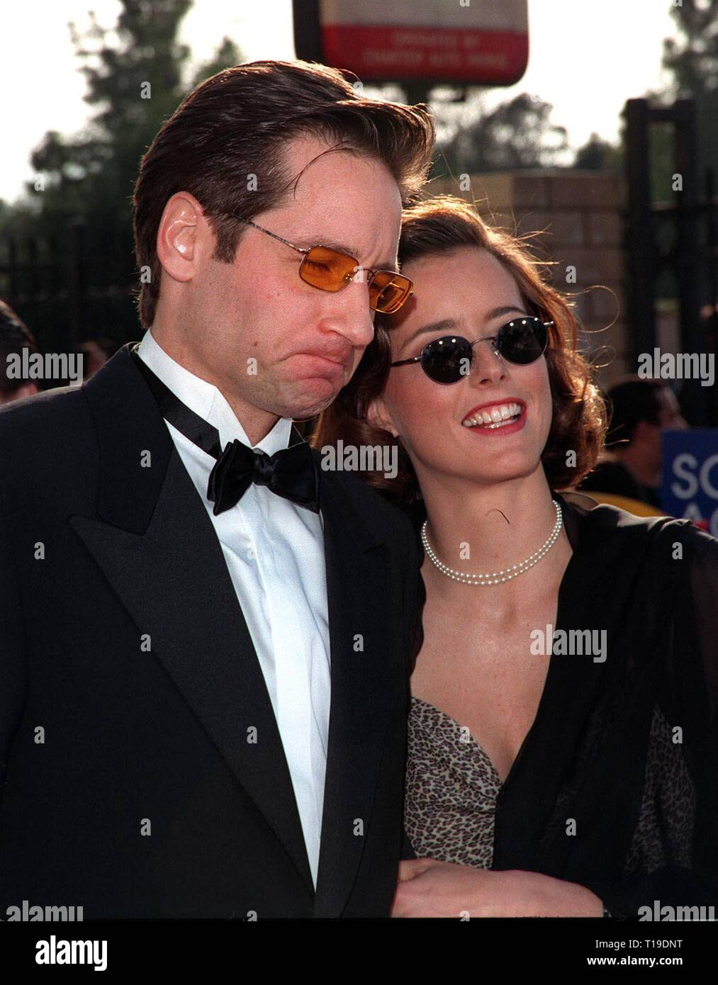 LOS ANGELES, CA - March 8, 1998: 'X-Files' star DAVID DUCHOVNY & wife TEA LEONI at the Screen Actors Guild Awards in Los Angeles. - Stock Image